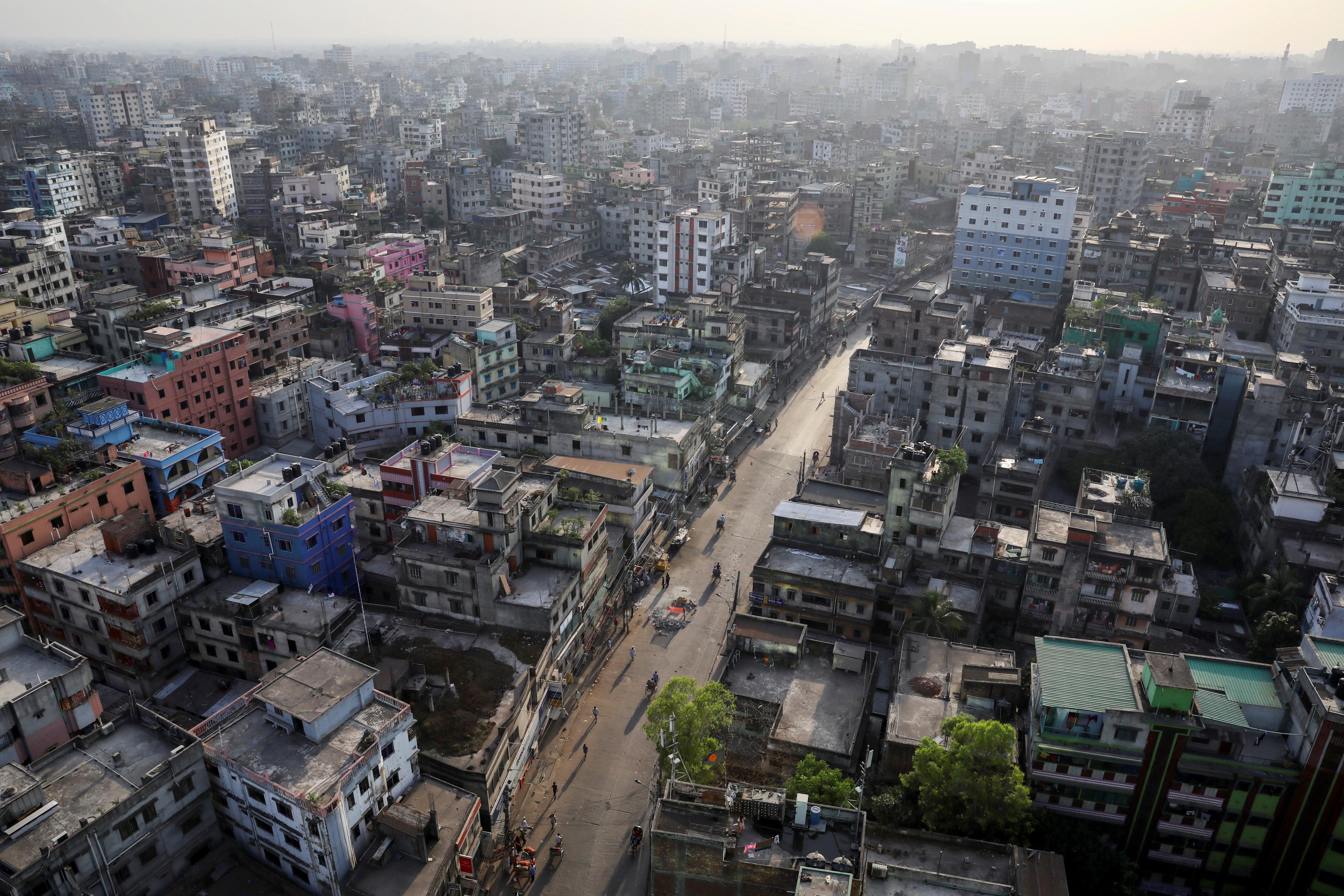 Bangladés es el octavo país más poblado del mundo, se destaca por su elevada densidad poblacional, la cual es comparable solo con la de pequeñas islas o microestados, pero inusual en países de gran extensión. Su tasa de pobreza es muy alta (REUTERS/Mohammad Ponir Hossain)