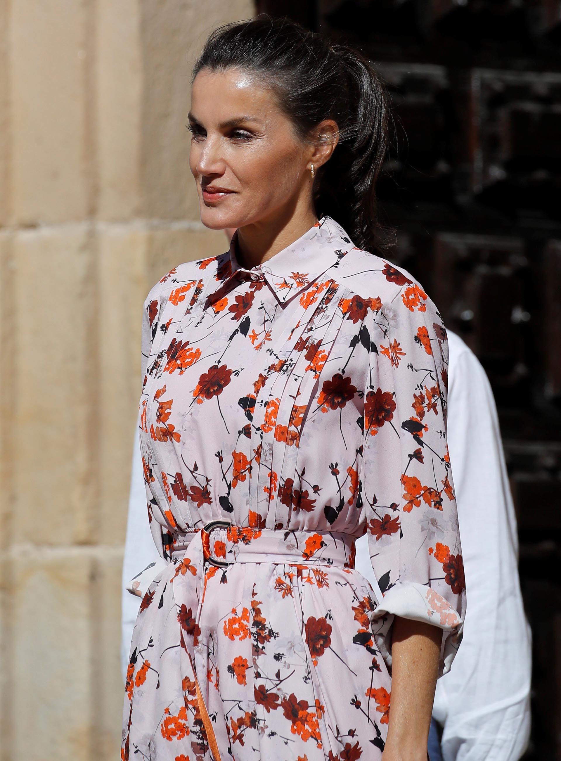 El vestido es una pieza de Hugo Boss, uno de los diseñadores favoritos de la monarca