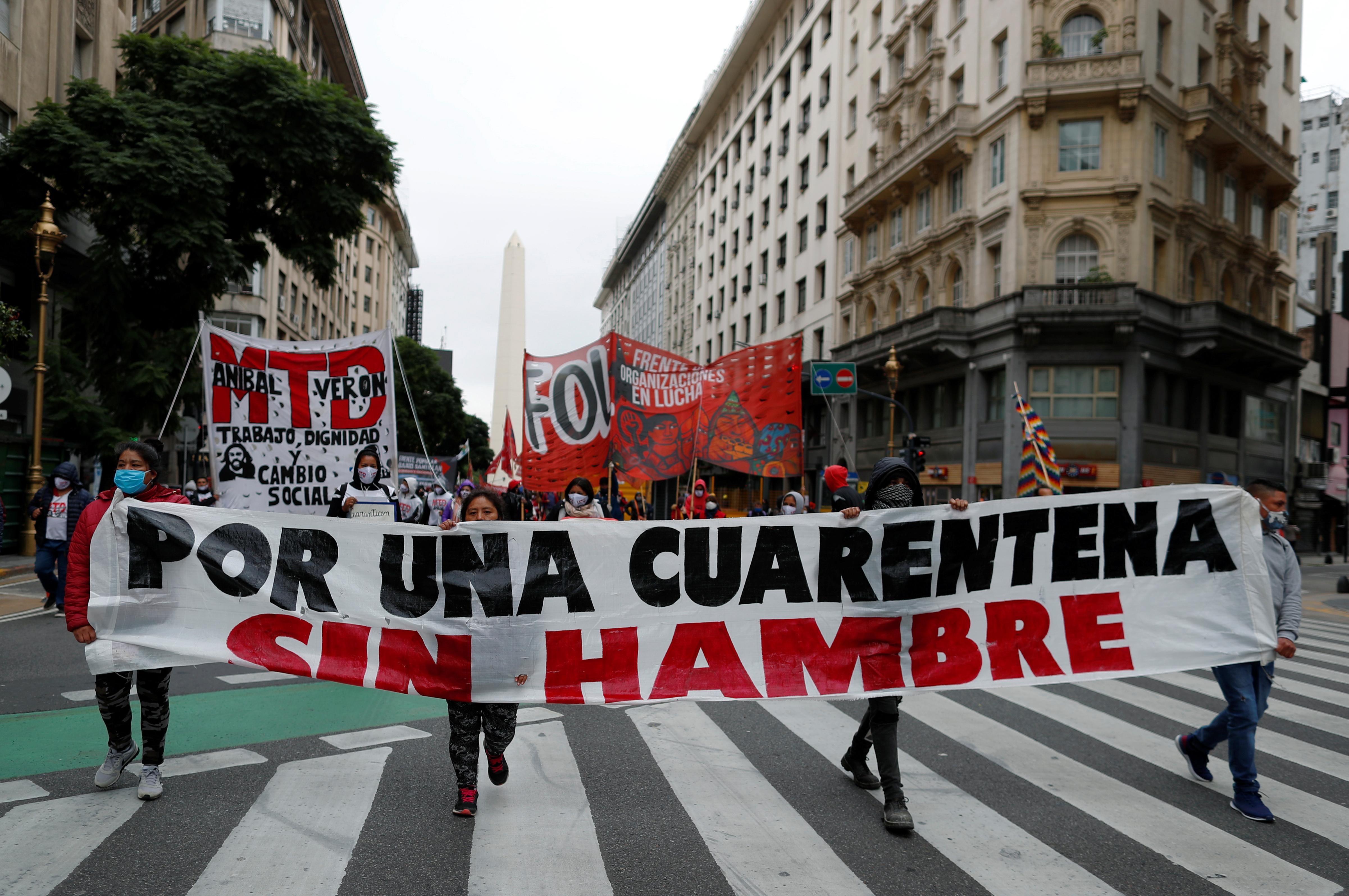 El 7 de mayo, rompiendo la cuarentena, agrupaciones políticas de izquierda y sectores sindicales se movilizaron ante la Legislatura porteña para rechazar la aprobación del proyecto de Emergencia Económica. La convocatoria fue impulsada por el Partido Obrero, el MAS y el MST junto a sectores sindicales que confrontan con el gobierno de Horacio Rodríguez Larreta.