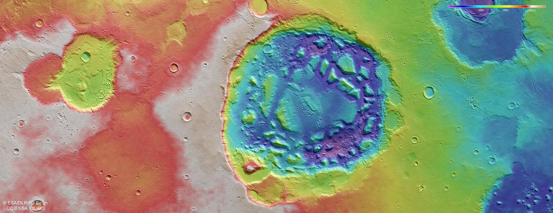 Imagen topográfica codificada del cráter llamado Ismenia Patera en Marte (Crédito ESA / European Space Agency)
