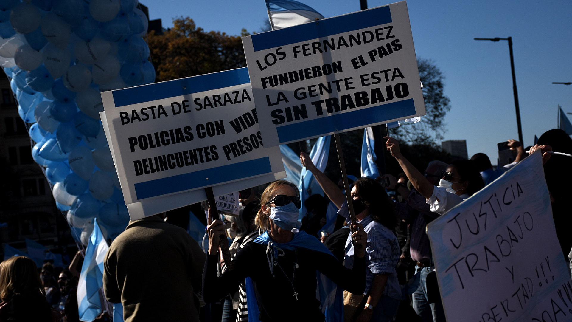 Los manifestantes se quejaron por la gestión de la pandemia por parte del gobierno nacional