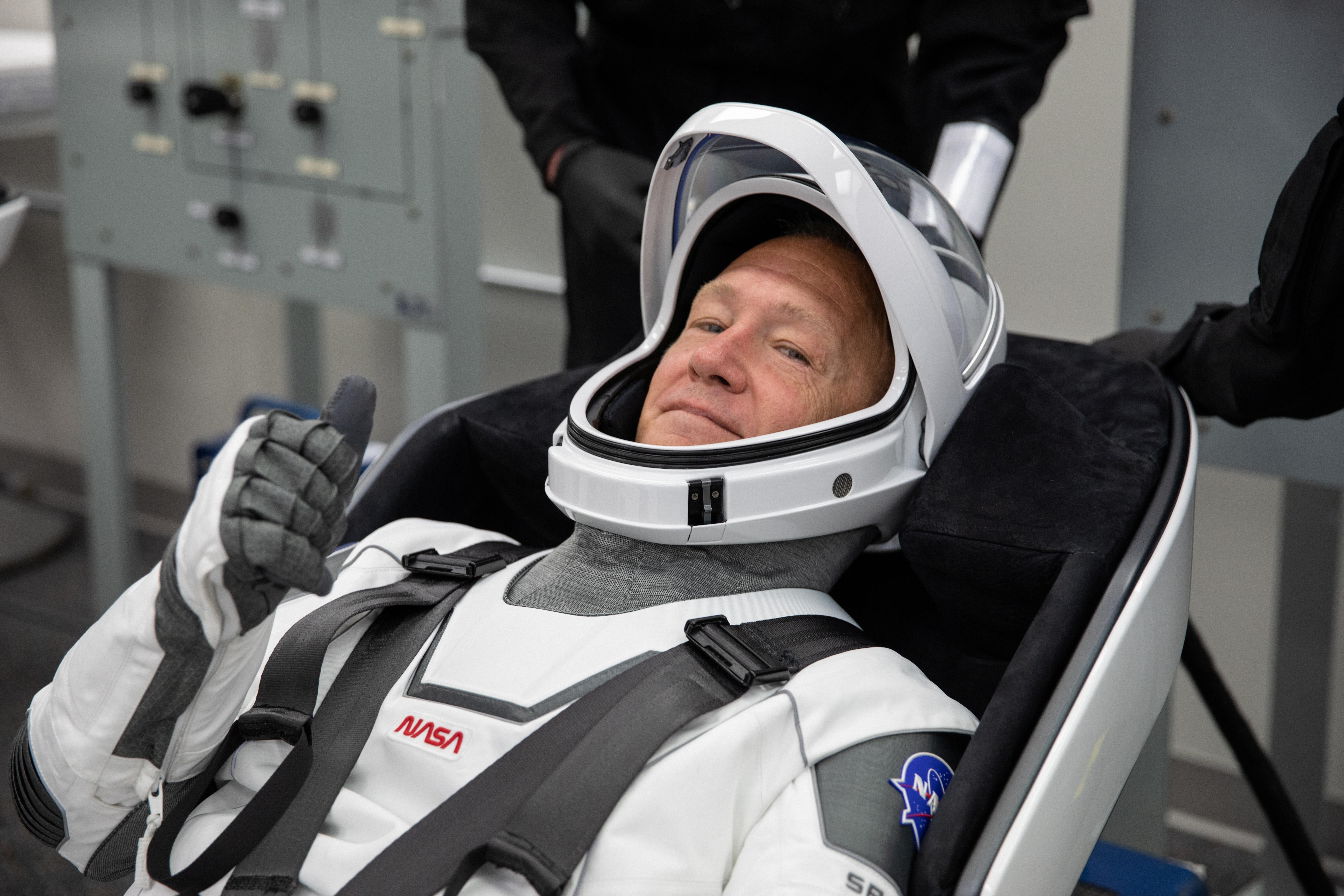 El astronauta Douglas Hurley prueba su traje espacial (NASA/Kim Shiflett via REUTERS)