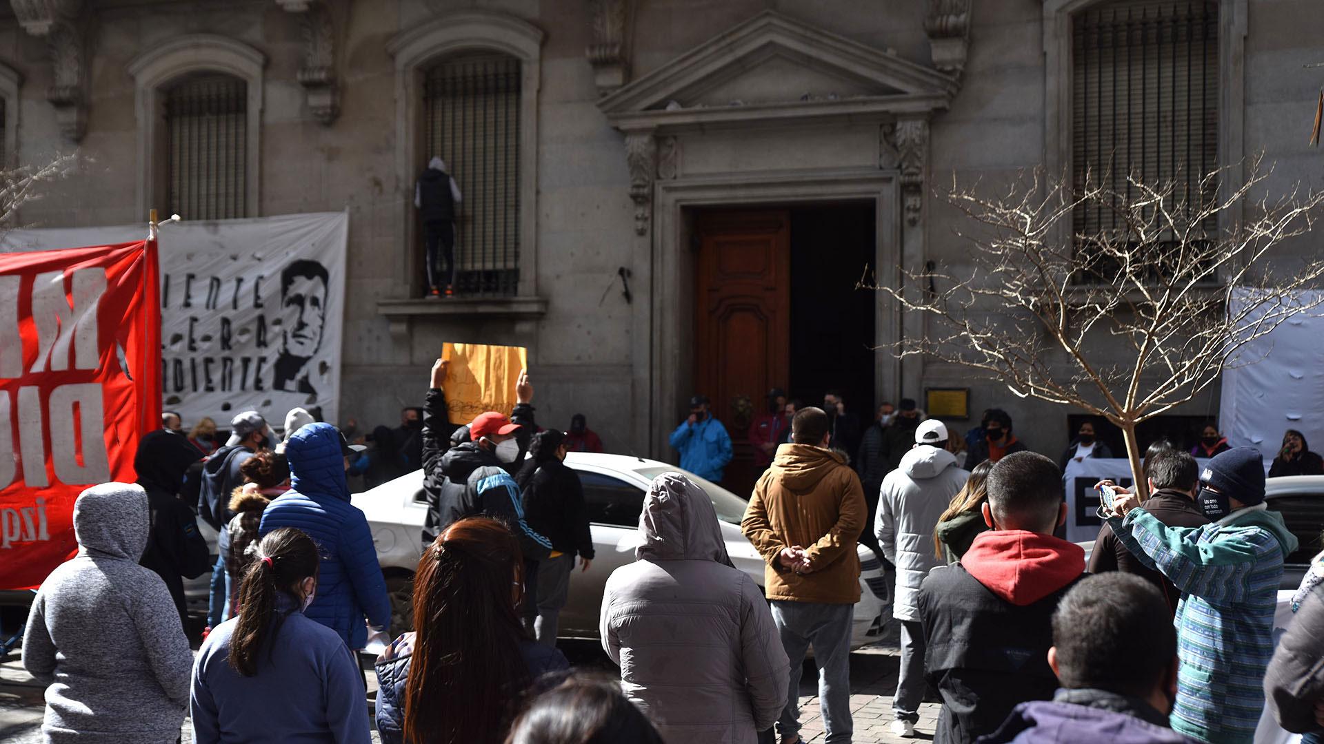 La protesta culminó en la puerta de la Legislatura de la Ciudad de Buenos Aires