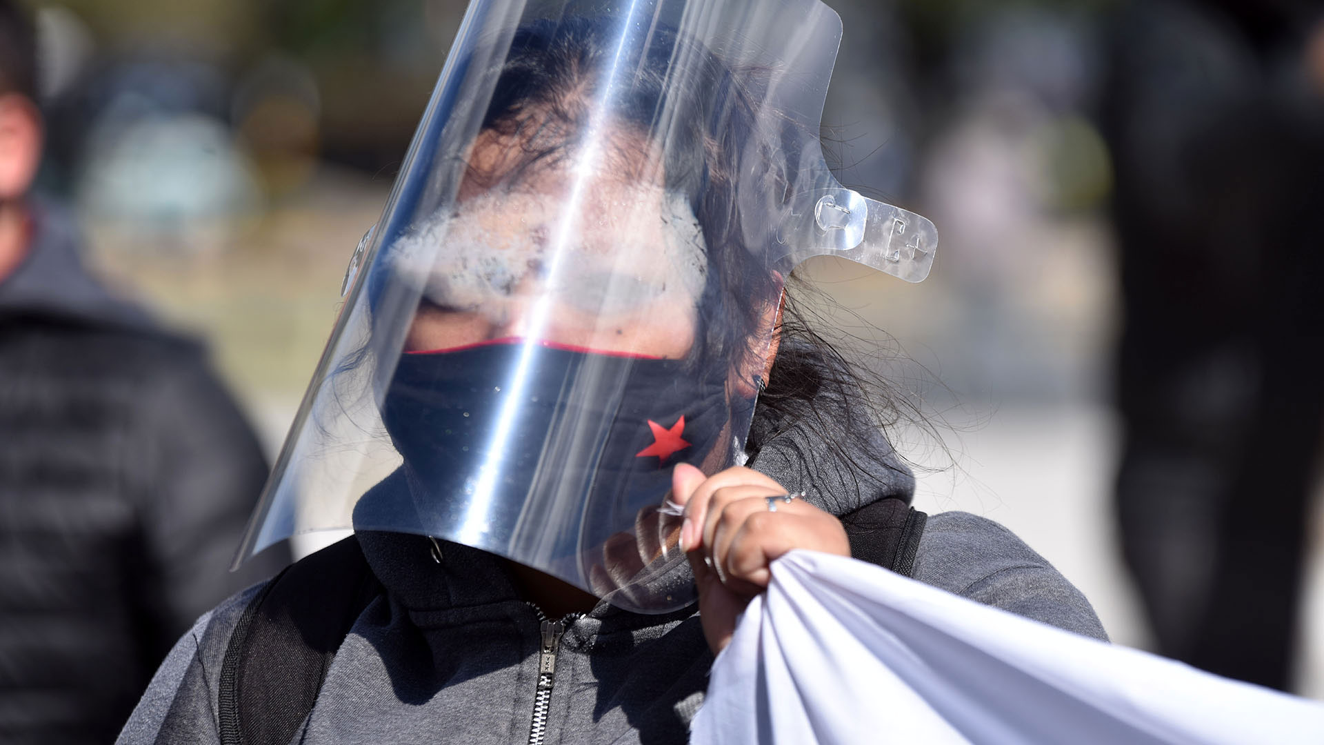 Otros manifestantes llevaron doble protección para reducir la posibilidad de contagio