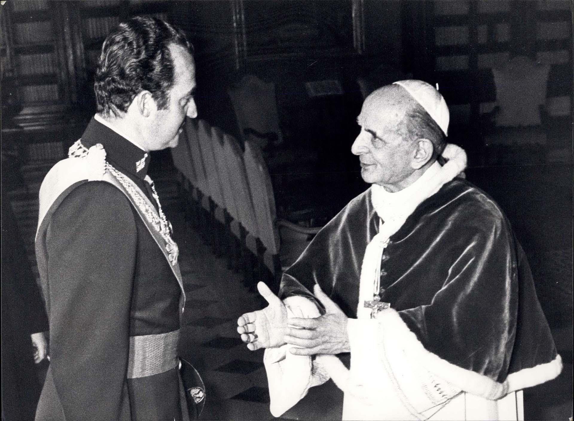 El rey Juan Carlos con el papa Pablo VI en 1977 (Shutterstock)