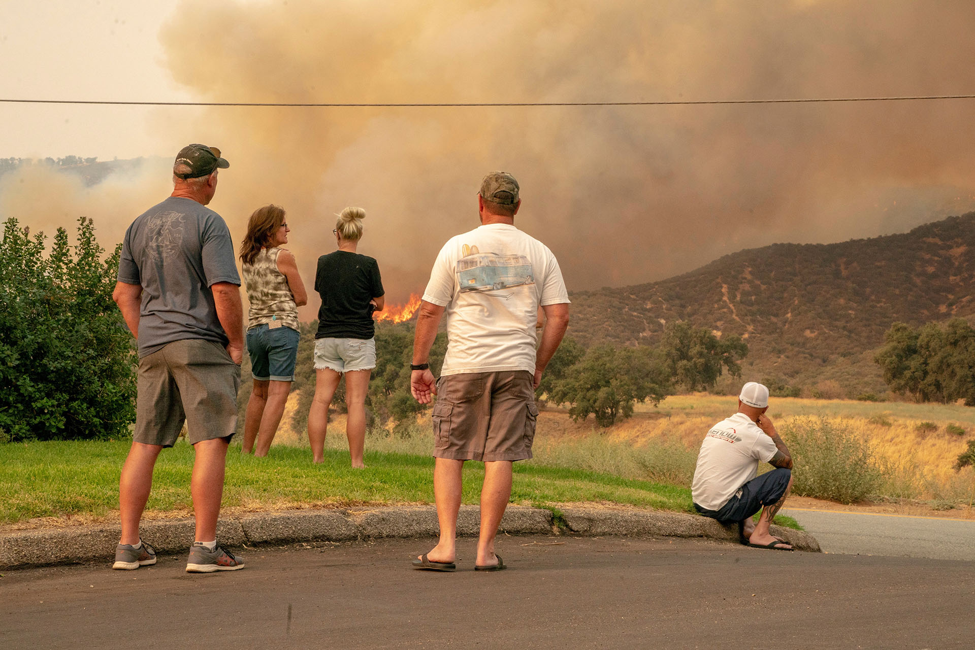 El tercer gran incendio iniciado este fin de semana arde también desde el sábado en una zona de vegetación al este de San Diego, cerca de la frontera con México, y ya ha calcinado más de 4.000 hectáreas. (EFE / EPA / KYLE GRILLOT)