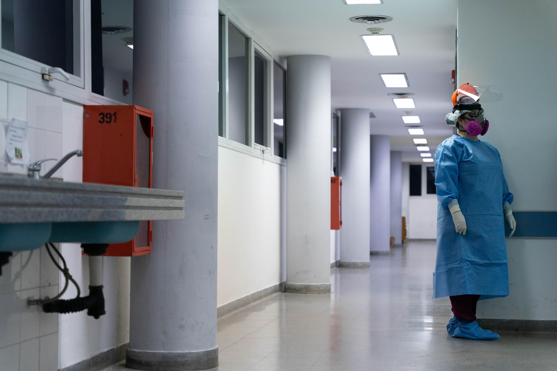 Carina Balasini es médica en el Hospital San Martin desde hace 20 años. Hace la guardia de los días viernes. También trabaja en un hospital de la Ciudad de Buenos Aires.