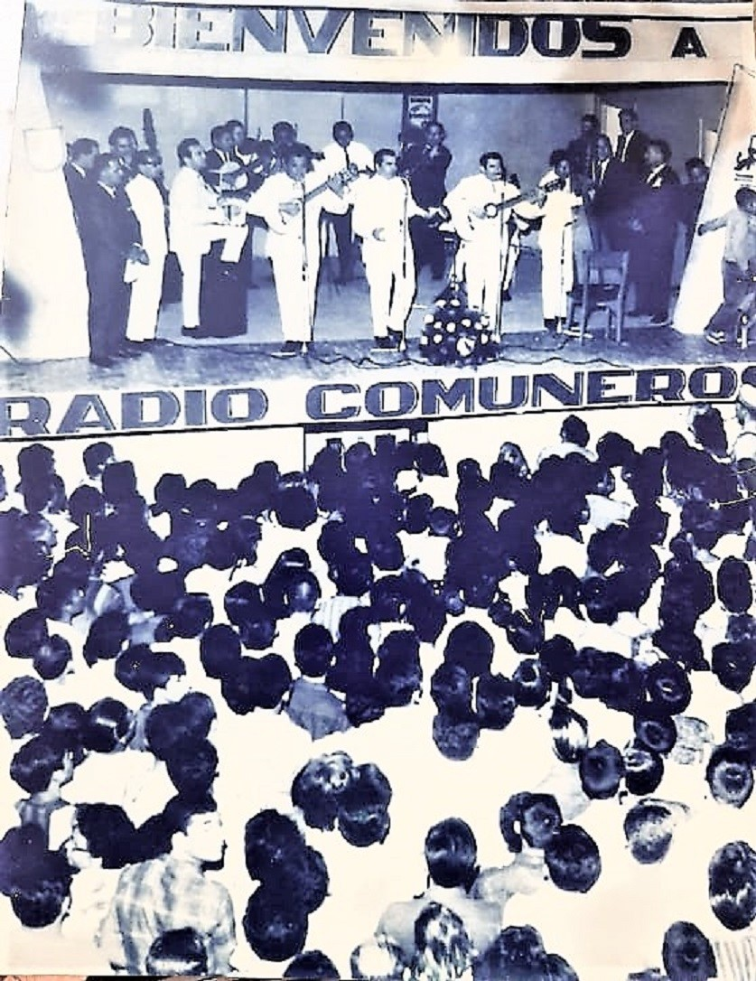 """En el escenario de Radio Comuneros y con platea llena, en los años 60, Luis Alberto del Paraná y los Paraguayos y como invitado, Antonio """"Cananí"""" Álvarez, a la izquierda de Paraná."""