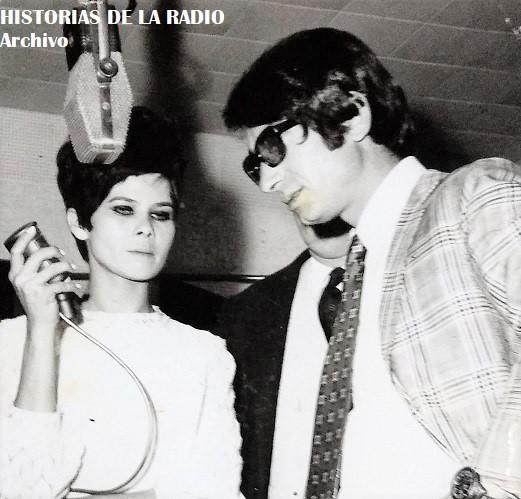 Edith Victoria, una de las privilegiadas voces femeninas de Emisoras Paraguay de los años 60 y 70, aquí presentando al cantante italiano Nicola Di Bari, quien se presentaba en el auditorio de la emisora.