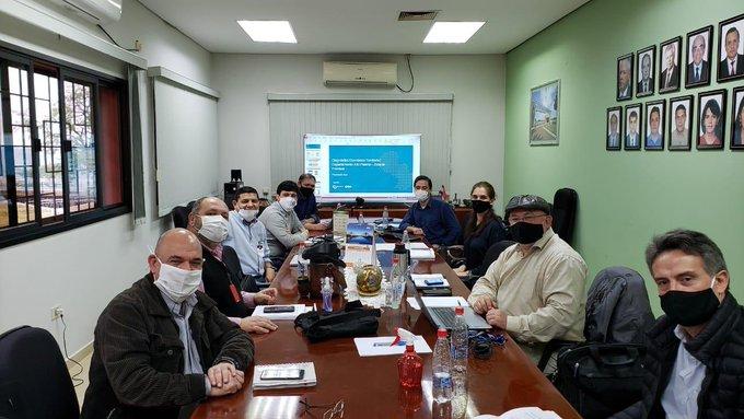 Reunión del equipo del MIC con representantes del comercio fronterizo en Alto Paraná. Foto: Gentileza.