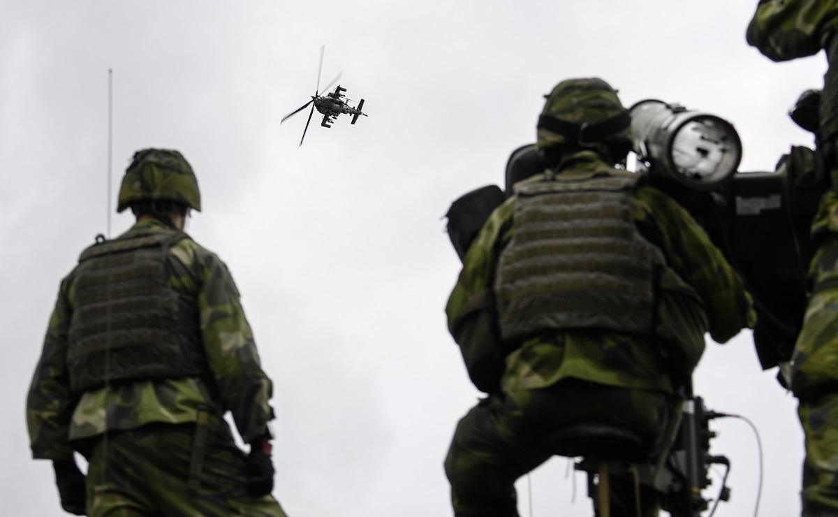 Swedish troops practice air defense for the first time against helicopters as part of the military exercise Aurora 17 on the Swedish island of Gotland, Sweden, on Sept. 19, 2017. (Anders Wiklund/AFP via Getty Images)