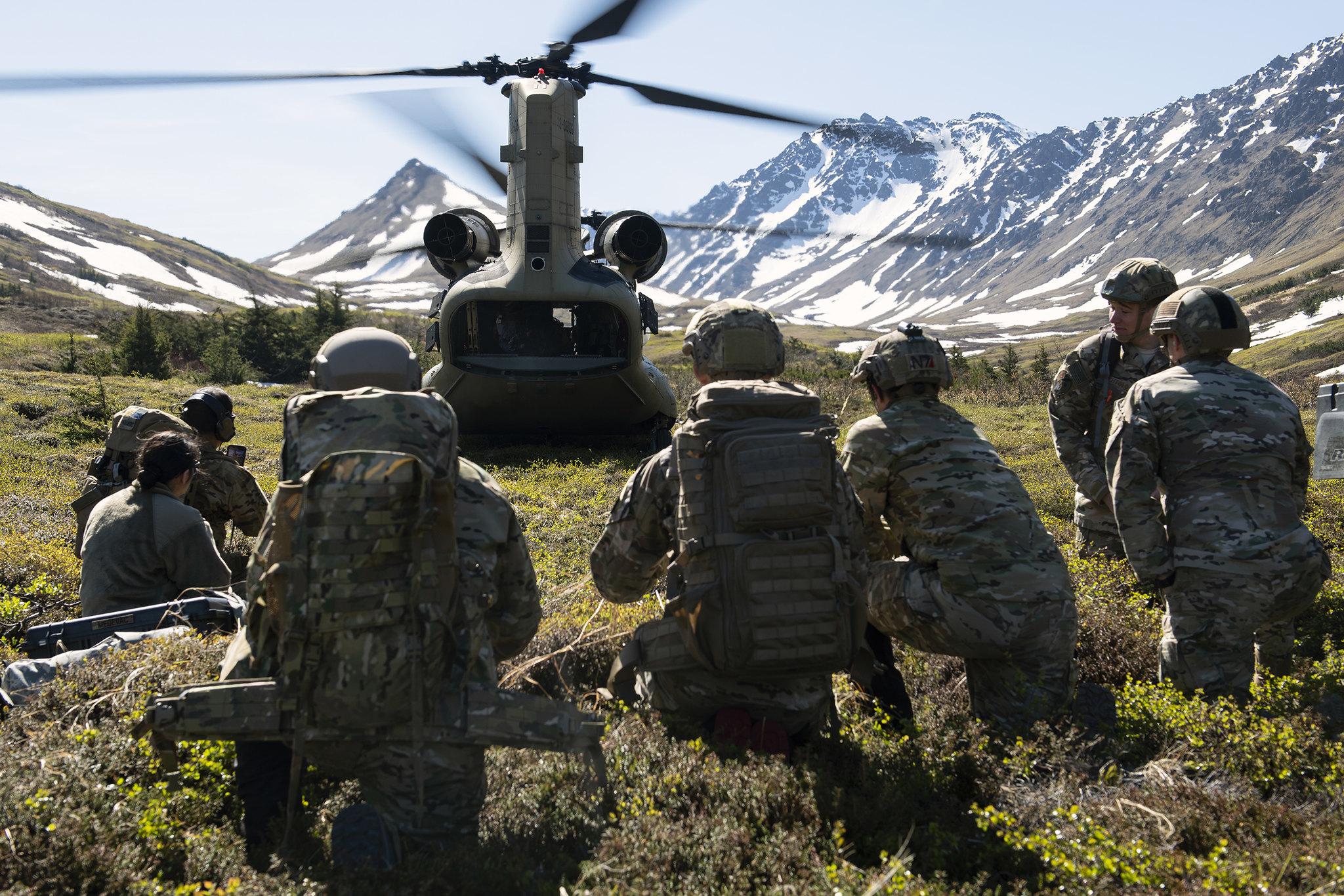 Battlefield airmen with the 3rd Air Support Operations Squadron and Alaska Army National Guard soldiers watch an Army CH-47 Chinook helicopter as it prepares to depart Geronimo Drop Zone during airborne training at Joint Base Elmendorf-Richardson, Alaska, May 28, 2020. (Alejandro Peña/Air Force)