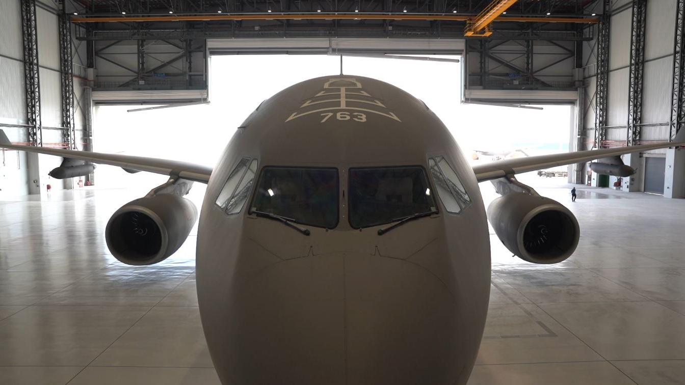 シンガポール空軍の新しい格納庫にあるA330MRTT。  (シンガポール政府)
