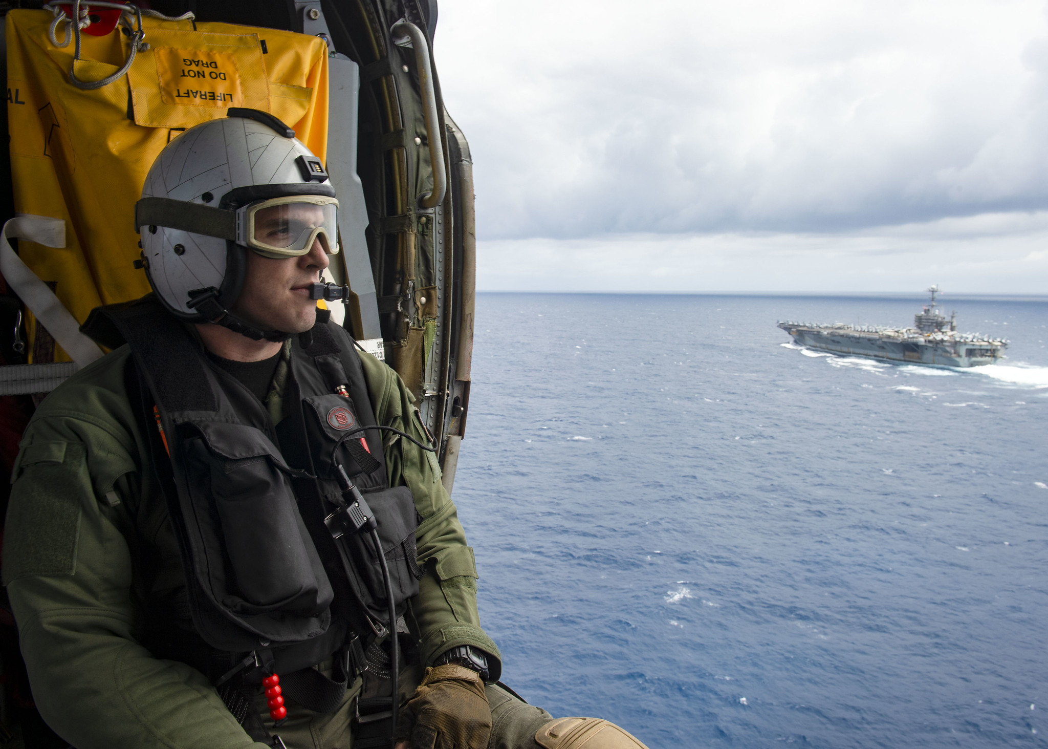 Naval Air Crewman (Helicopter) 3rd Class Jake Shelton observes the Nimitz-class aircraft carrier USS Harry S. Truman (CVN 75) in the Atlantic Ocean on May 27, 2020. (Mass Communication Specialist Seaman Isaac Esposito/Navy)