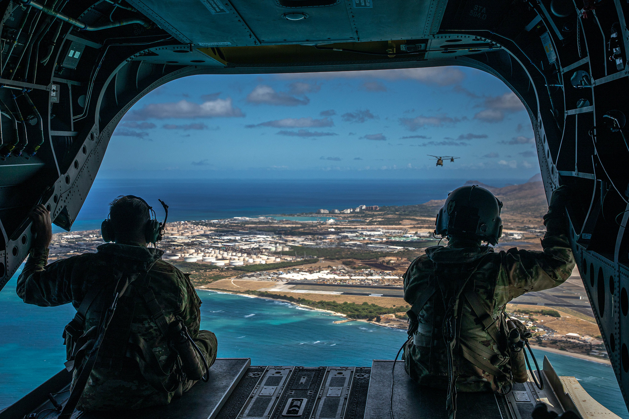 The Hillclimbers of 3rd Battalion, 25th Aviation Regiment, 25th Combat Aviation Brigade, 25th Infantry Division executed a CH-47F Chinook multi-ship flight around Hawaii islands June 10, 2020. (Sgt. Sarah D. Sangster/Army)