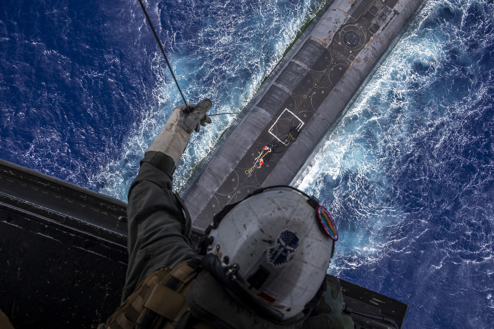 Staff Sgt. Ruben Arzate lowers a payload from an MV-22B Osprey to the Ohio-class ballistic-missile submarine USS Henry M. Jackson (SSBN 730) in the vicinity of the Hawaiian Islands on Oct. 21, 2020. (Cpl. Matthew Kirk/Marine Corps)