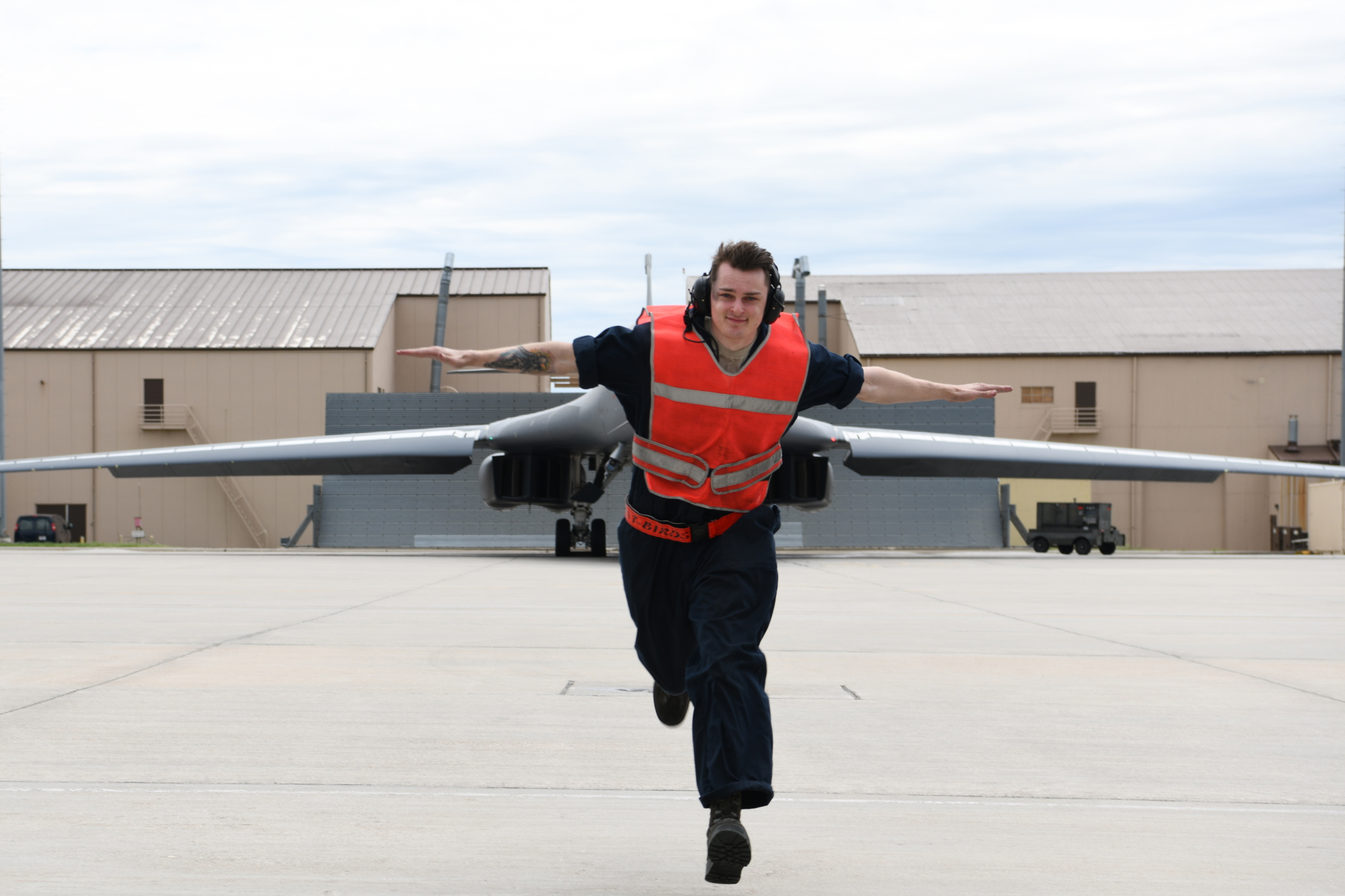 A crew chief from the 28th Aircraft Maintenance Squadron, Ellsworth Air Force Base, S.D., prepares to taxi a B-1B Lancer before an approximately 29-hour long-range, long-duration, strategic bomber mission to the U.S. European Command area of responsibility, May 28, 2020. (Senior Airman Nicolas Z. Erwin/Air Force)