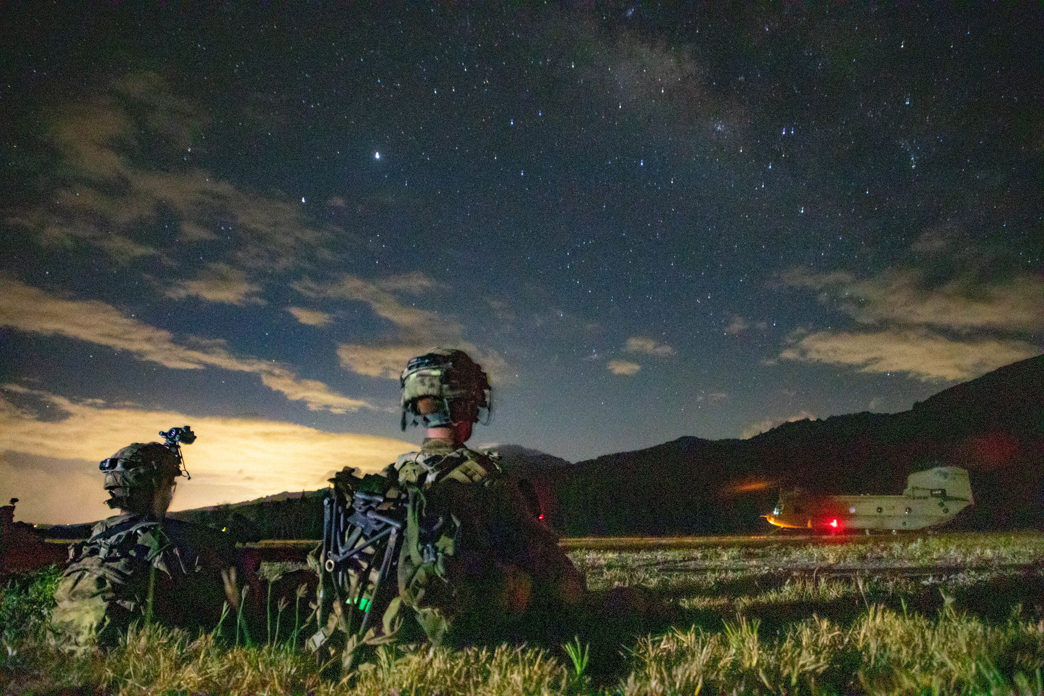 Soldiers conduct air assault operations training in total darkness to accomplish their mission during exercise Lightning Forge 2020 at Oahu, Hawaii July 17, 2020. (Sgt. Sarah D. Sangster/Army)