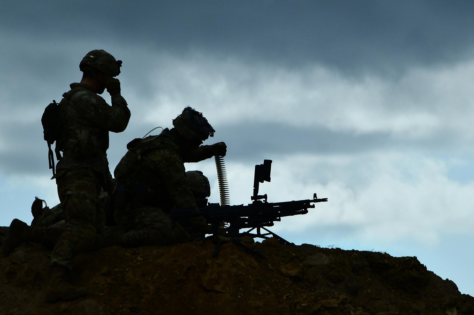 U.S. Army paratroopers participate in M240 machine gun long-range marksmanship March 18, 2021, as part of Eagle Pangea at the Italian Army Capo Teulada Major Training Area, Sardinia, Italy. (Elena Baladelli/Army)