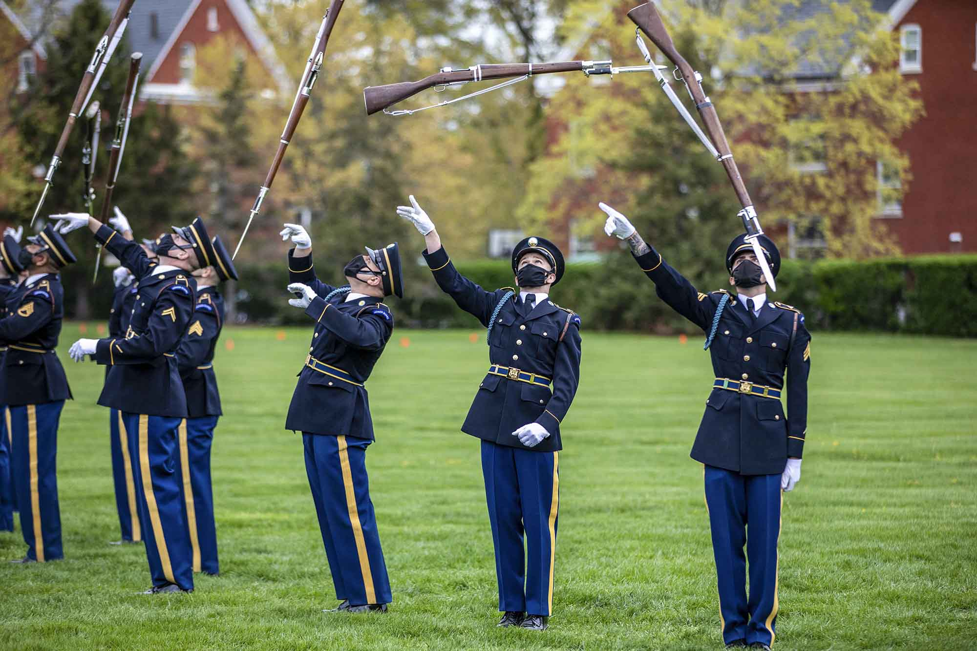 Soldiers perform during a tour at Arlington National Cemetery, Va., March 19, 2021. (Sgt. Jacob Holmes/Army)