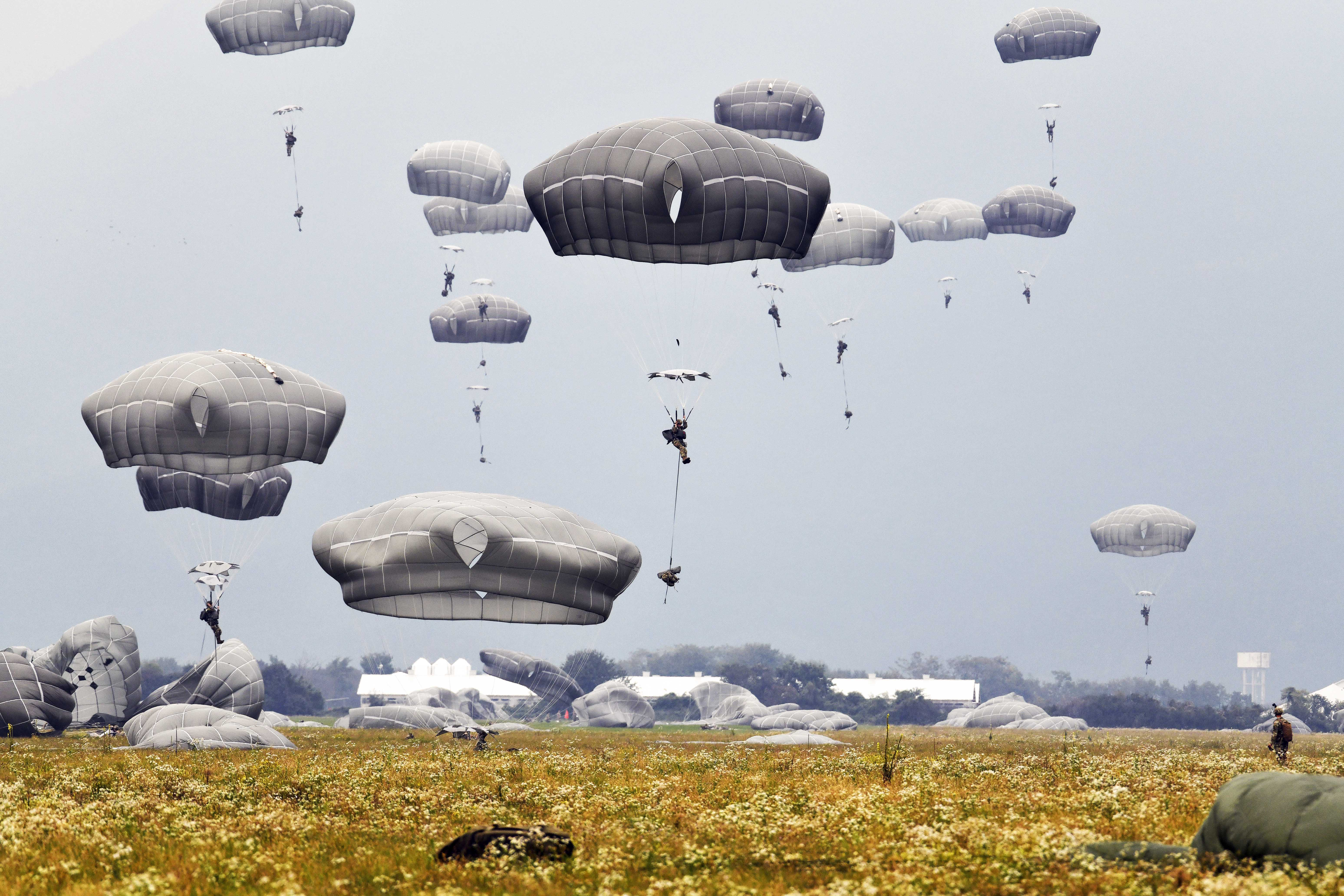 U.S. Army paratroopers descend onto Juliet Drop Zone after exiting a U.S. Air Force C-130 Hercules aircraft during airborne operations at Pordenone, Italy, Oct. 1, 2020. (Paolo Bovo/Army)