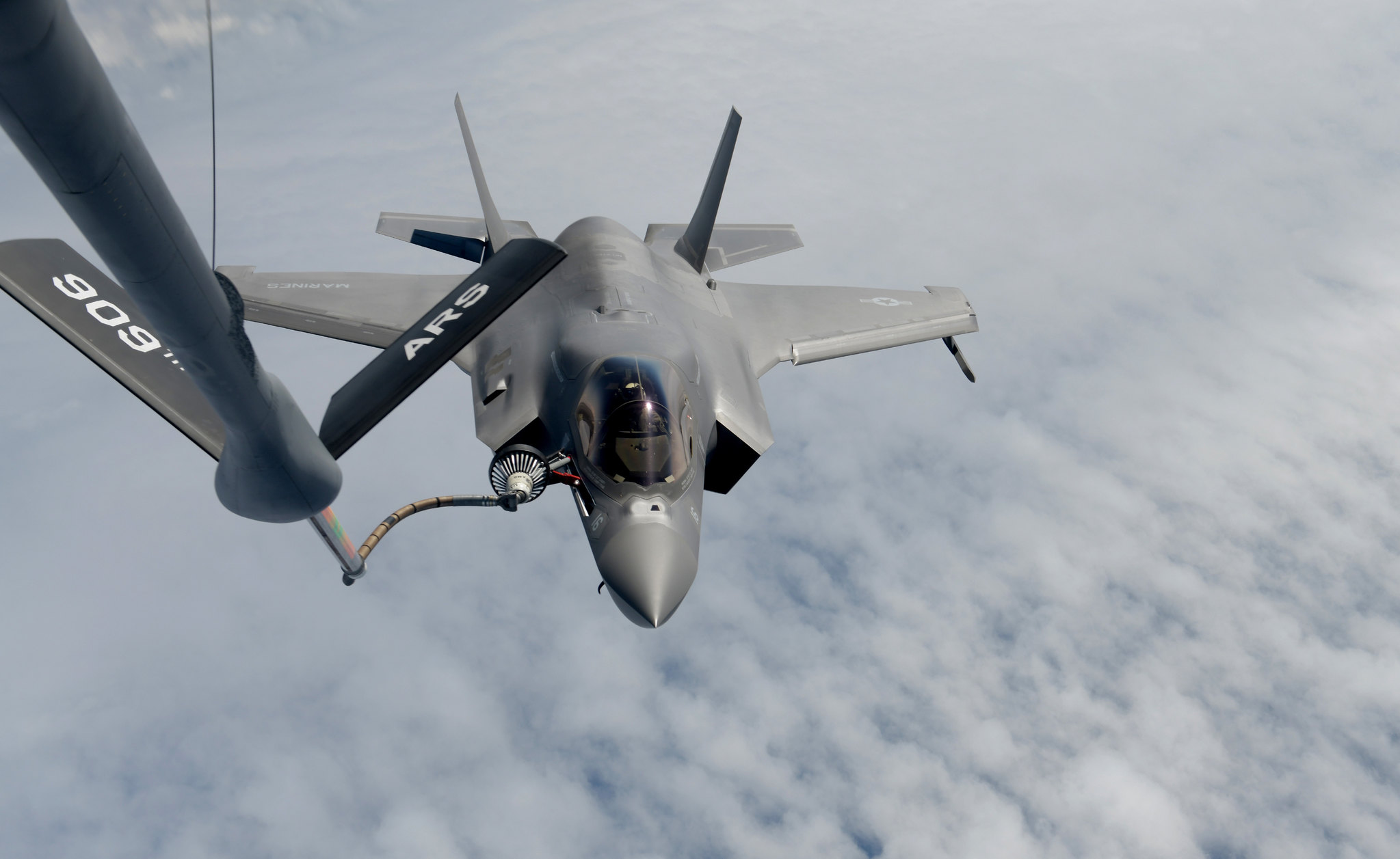 A U.S. Marine Corps F-35B Lightning II from Marine Corps Air Station Iwakuni, Japan, conducts aerial refueling with a KC-135 Stratotanker from Kadena Air Base, Japan, over the Pacific Ocean, April 20, 2021. (Staff Sgt. Daryn Murphy/Air Force)