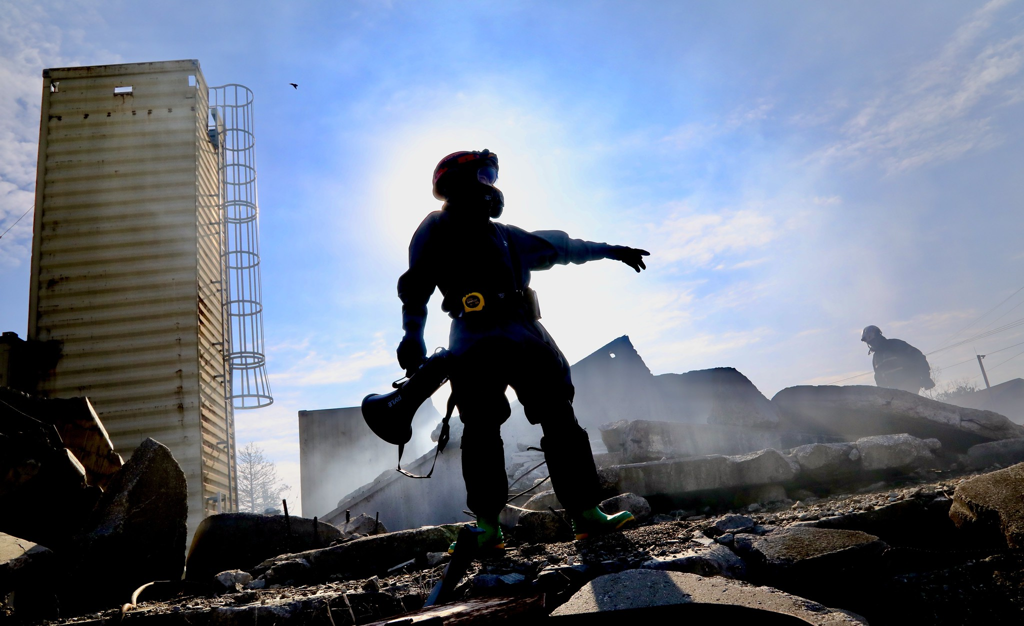 A soldier stands on a pile of rubble and directs his fellow soldiers where to look for possible survivors of a building collapse on April 22, 2021, at the Muscatatuck Urban Training Center in Butlerville, Ind., during the Guardian Response 21 exercise. (Sgt. 1st Class Brent C. Powell/Army)