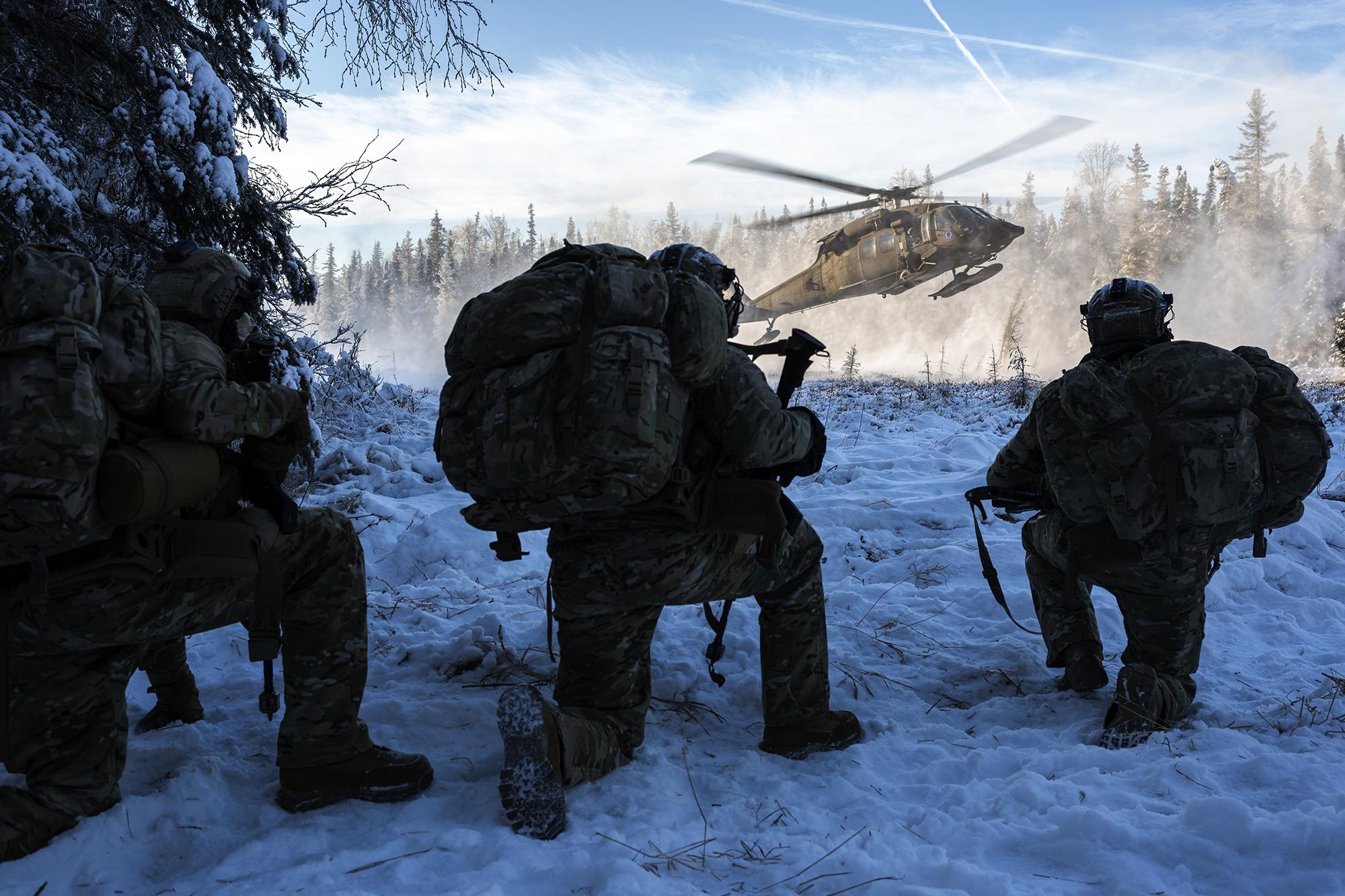 An Alaska Army National Guard UH-60L Black Hawk helicopter lands to pick up Air Force special warfare airmen during small-unit training at Joint Base Elmendorf-Richardson, Alaska, Nov. 18, 2020. (Alejandro Pena/Air Force)