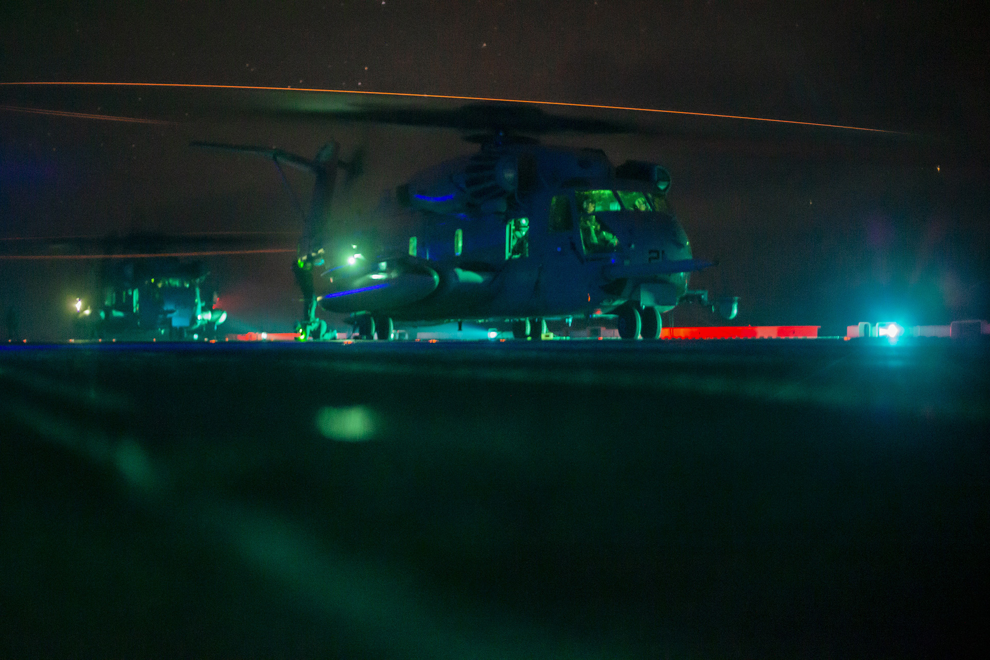 Marines in a CH-53E Super Stallion prepare for takeoff from the flight deck of the amphibious assault ship USS Makin Island (LHD 8) on Oct. 18, 2020, in the Pacific Ocean. (Sgt. Sarah Stegall/Marine Corps