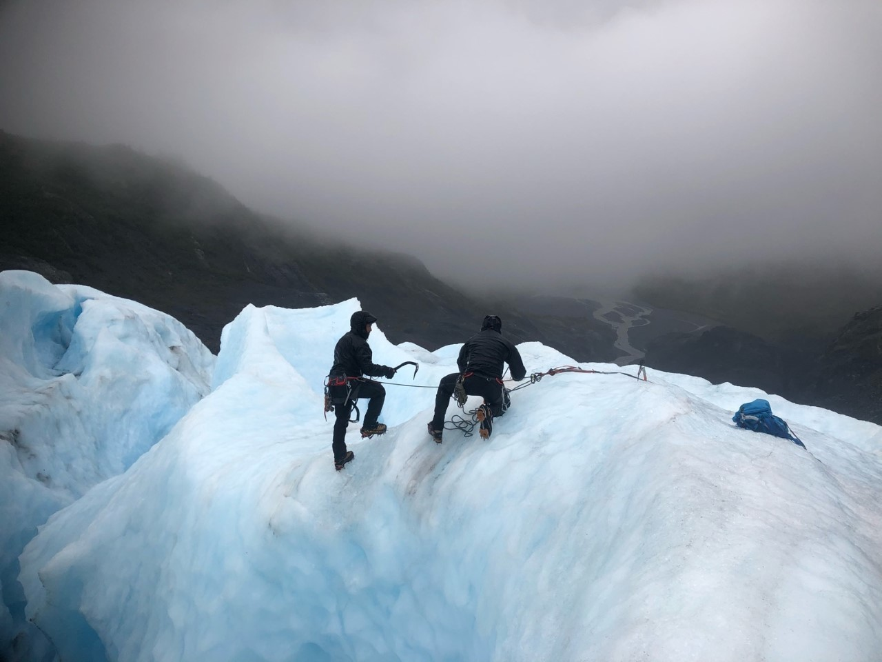 Green Berets with 1st Special Forces Group (Airborne) practice self-recovery from a glacial crevasse on Oct. 15, 2020, during Valor United 20, an Arctic warfare training exercise in Seward, Alaska. (Sgt. Kayla Hocker/Army)