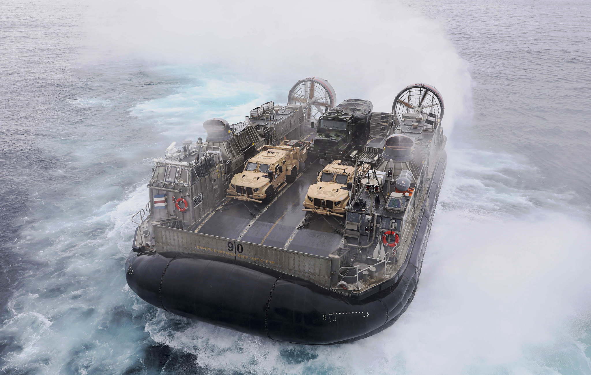 A landing craft, air cushion transits ashore Aug. 8, 2020, after departing amphibious assault ship USS Makin Island (LHD 8) in the Pacific Ocean. (MC1 Harry Andrew D. Gordon/Navy)