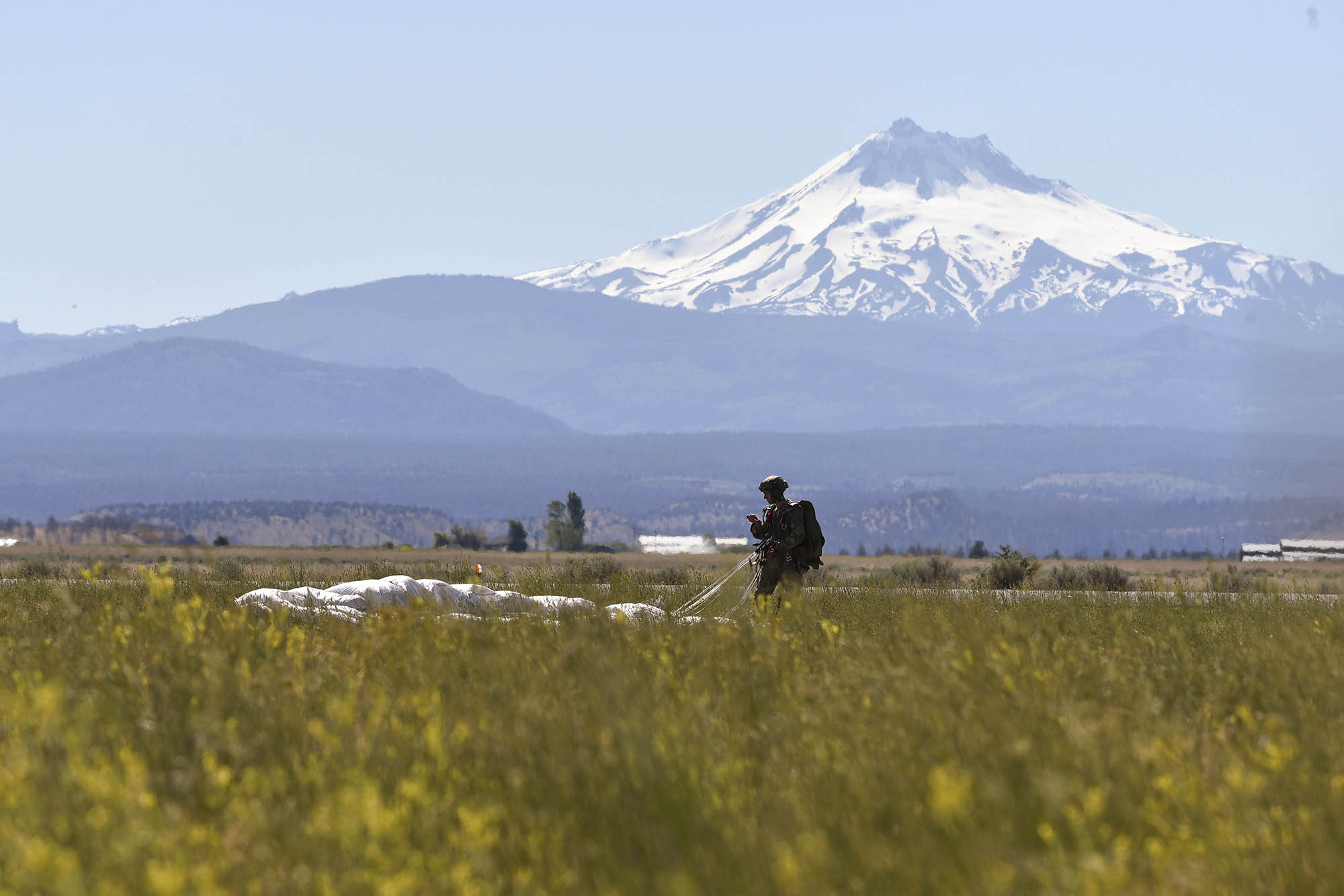 An Air Force Special Tactics Squadron practices high altitude, low opening (HALO) jumps and double-bag static line (DBSL) training June 22, 2020, at the Madras Municipal Airport, Ore. (Tech. Sgt. Emily Moon/Air Force)