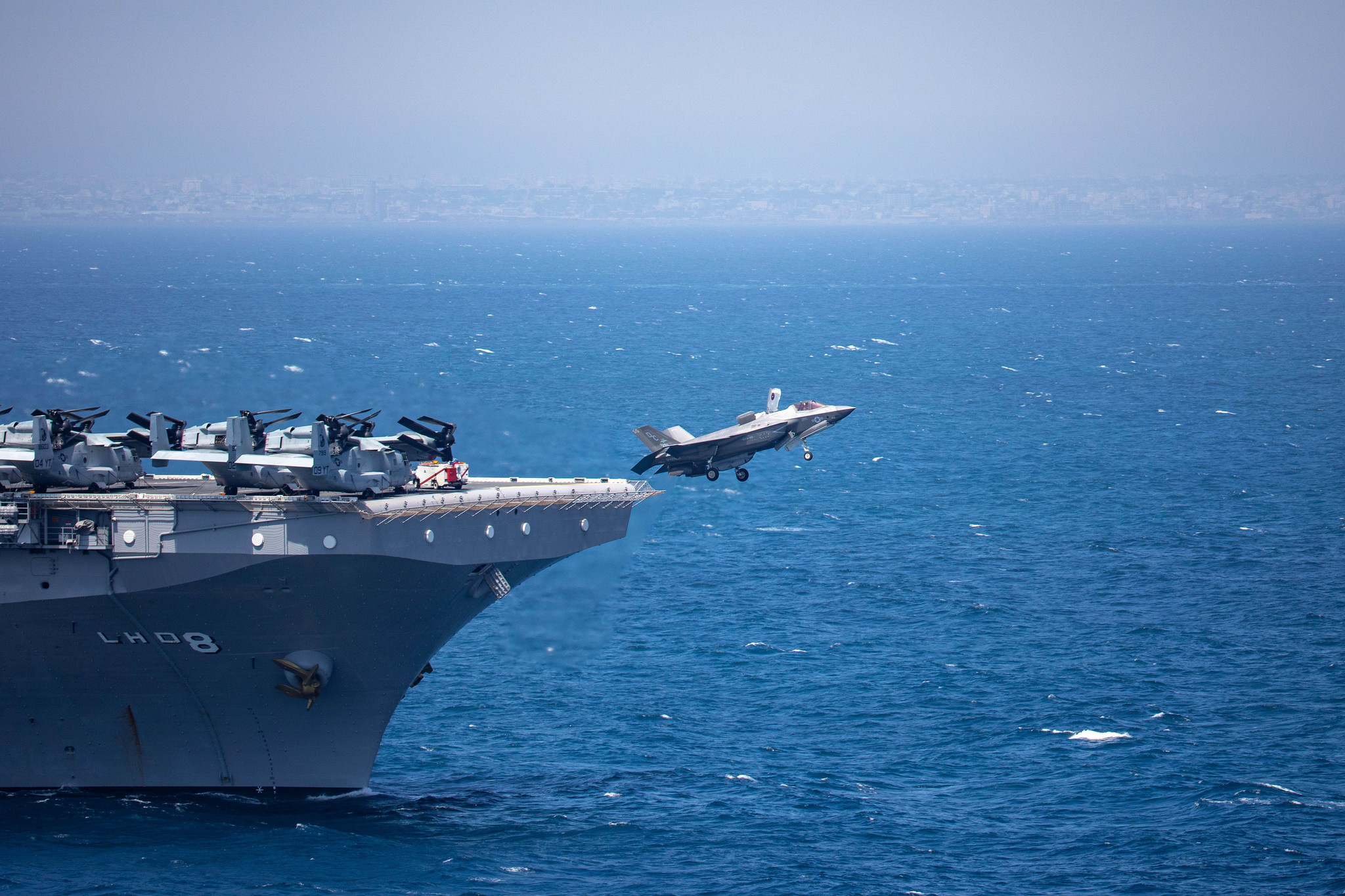 A U.S. Marine Corps F-35B Lightning II takes off from the amphibious assault ship USS Makin Island (LHD 8) on Dec. 22, 2020, in the Indian Ocean. (MC2 Jacob D. Bergh/Navy)