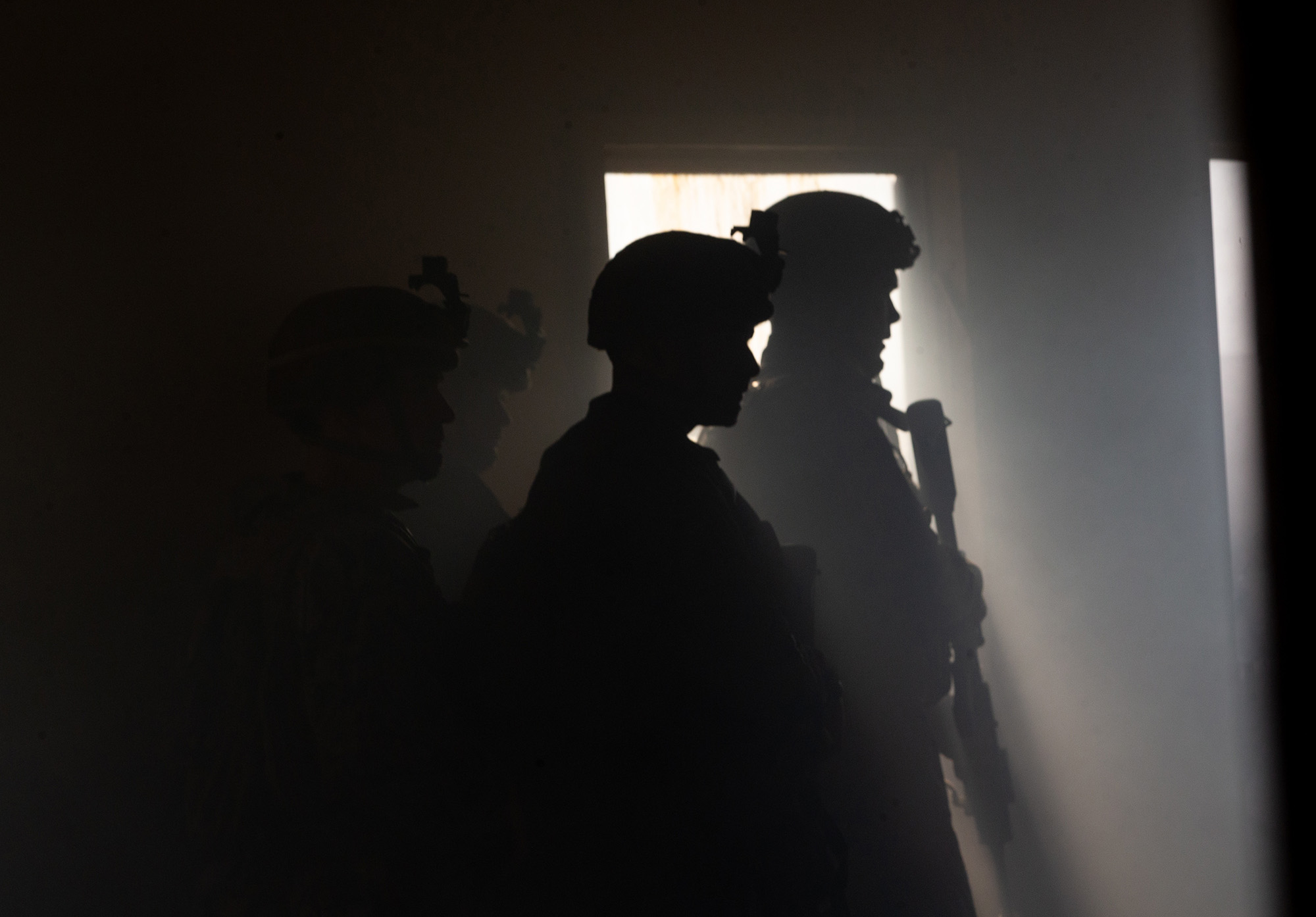 U.S. Marines with 3rd Battalion, 6th Marine Regiment (3/6), 2d Marine Division pass word in a cleared building during Exercise Deep Water on Camp Lejeune, N.C., Aug. 1, 2020. (Lance Cpl. Jacqueline Parsons/Marine Corps)