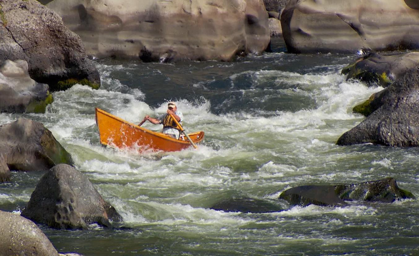 Greg Hatten runs his driftboat through Blossom Bar rapid