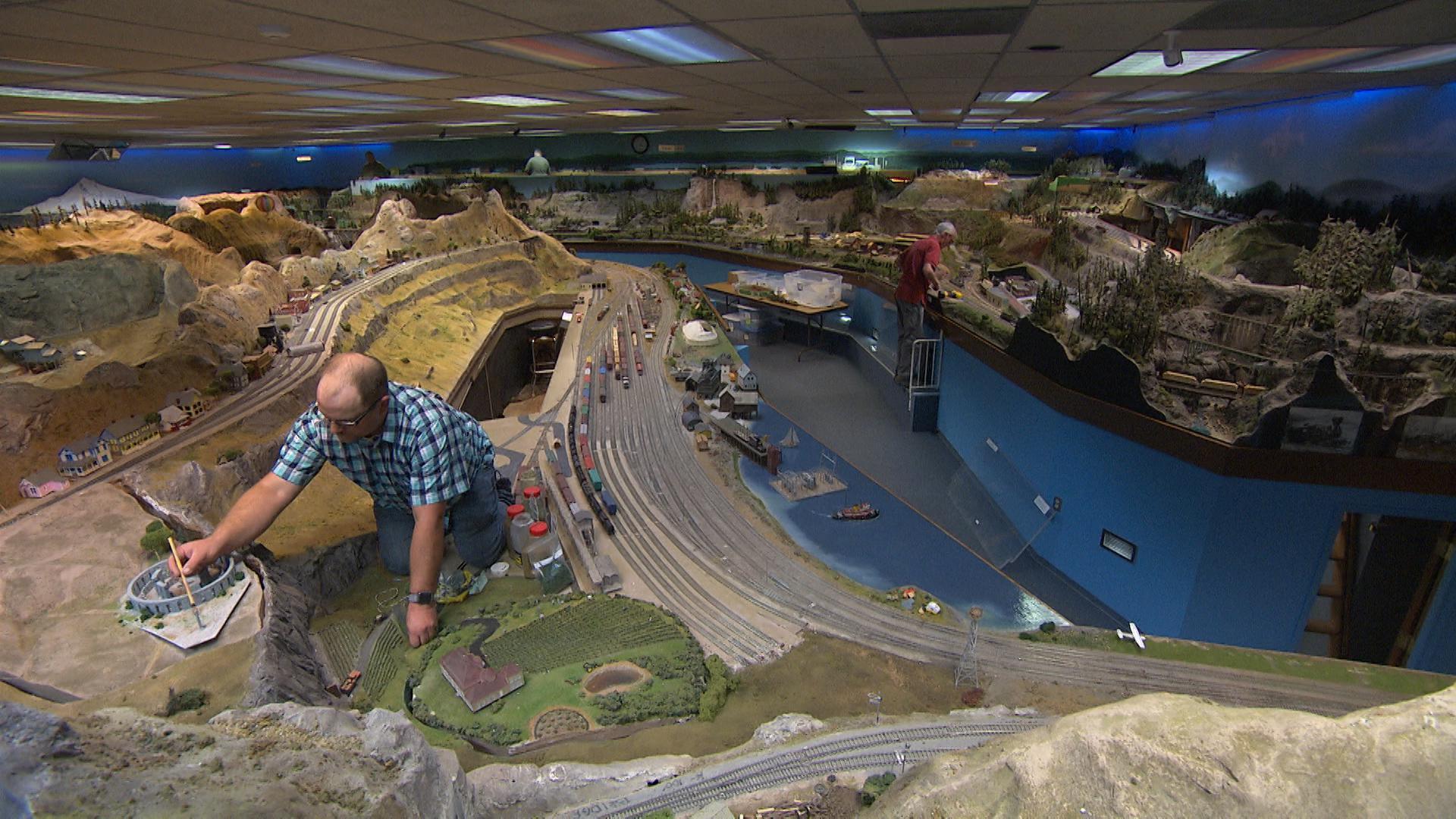 Honey I Shrunk The Gorge Model Railroad Re Creates Iconic Region Opb