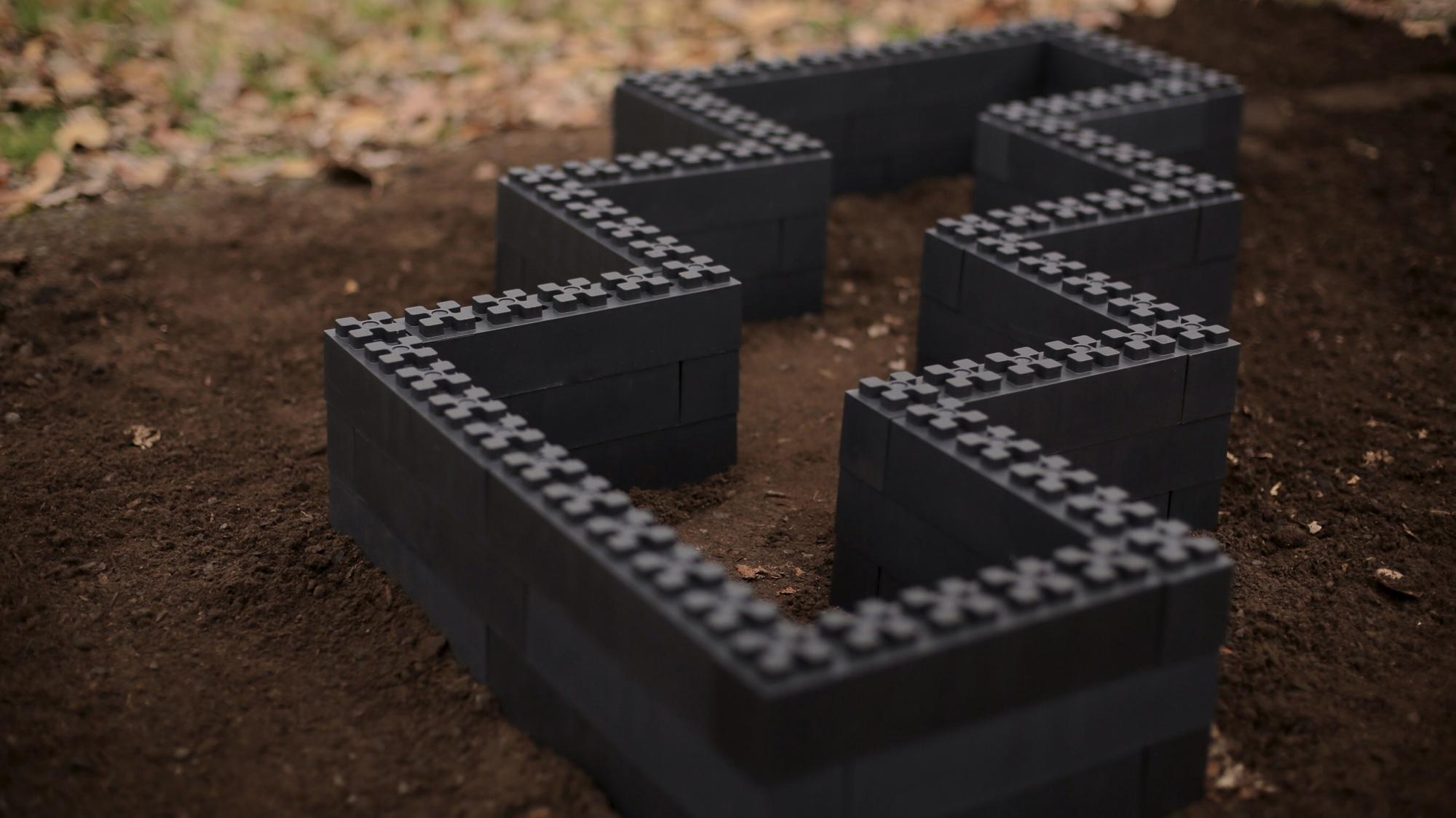 Picture of: Build Your Own Garden Box With Recycled Plastic Lego Like Blocks Opb