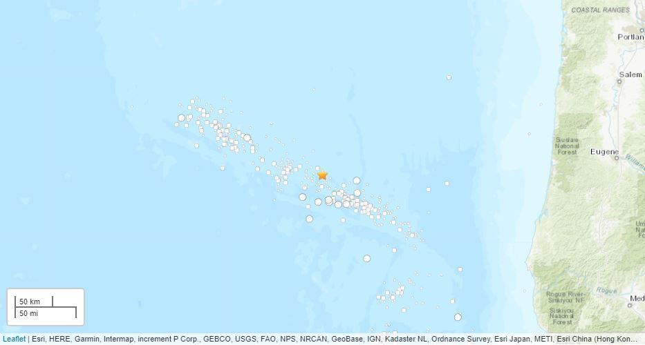 Ένας χάρτης δείχνει ένα σύμπλεγμα σεισμών στα ανοικτά των ακτών του Όρεγκον την Πέμπτη.