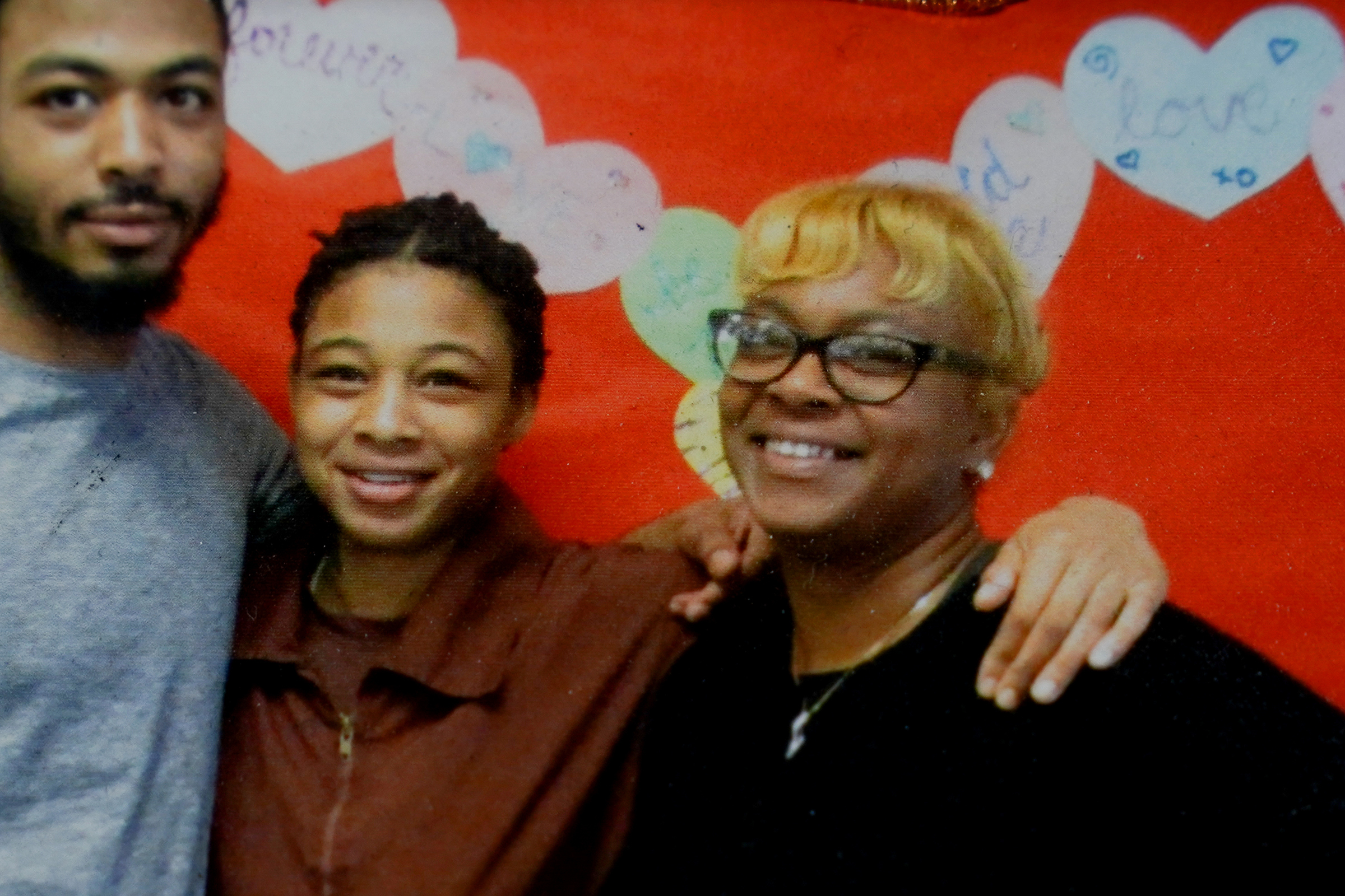 India Spellman (center) is seen in a family photograph with her younger brother, Marquise, and her mother, Morkea.