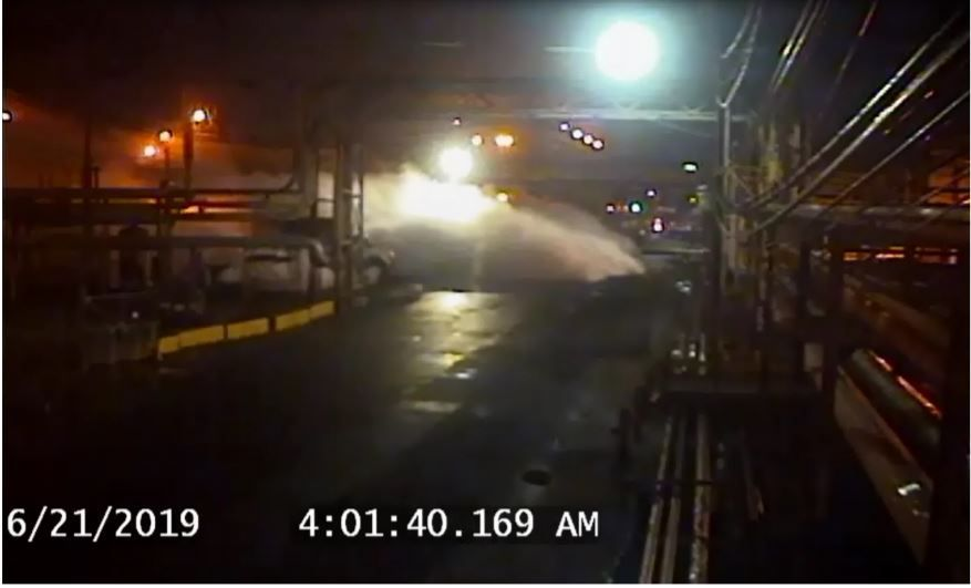 Security camera footage of leaking process fluid at the PES refinery on June 21, 2019. It formed a large ground-hugging vapor cloud that surrounded some sections of the unit before exploding.