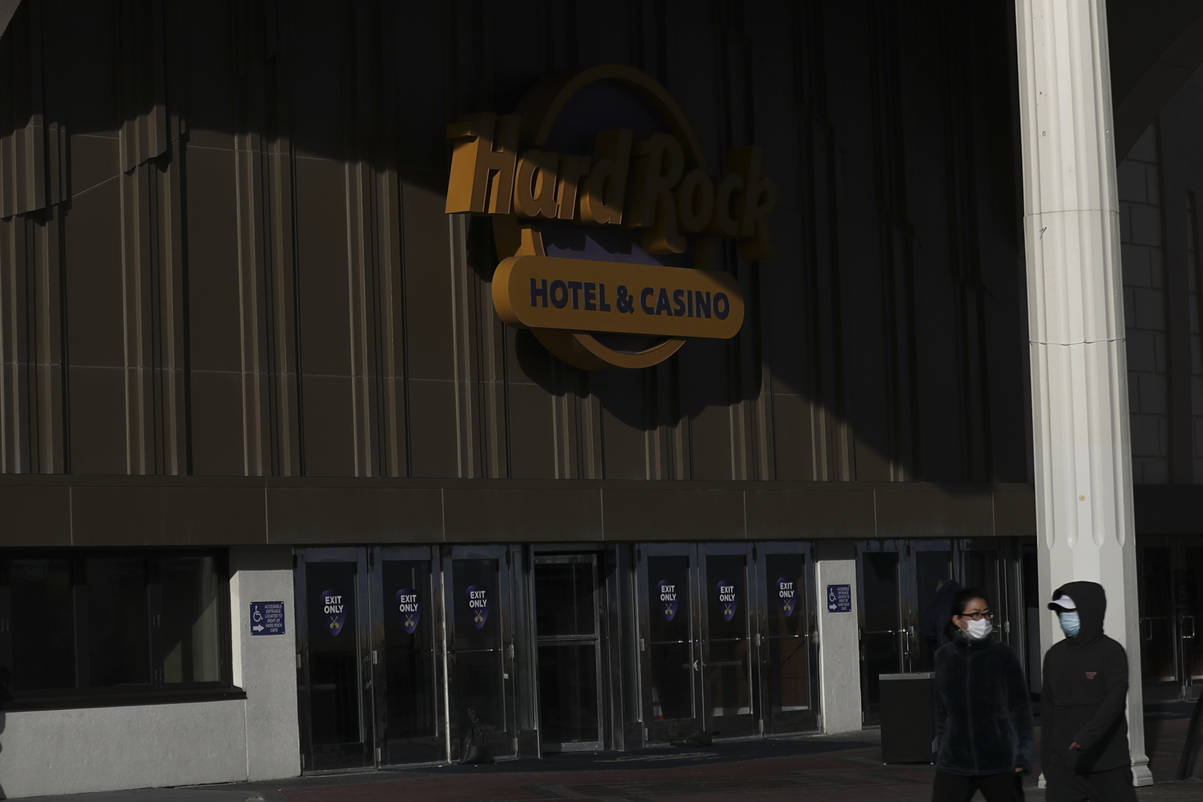 Inside Atlantic City S Casinos Bettors Still Willing To Gamble With Covid 19