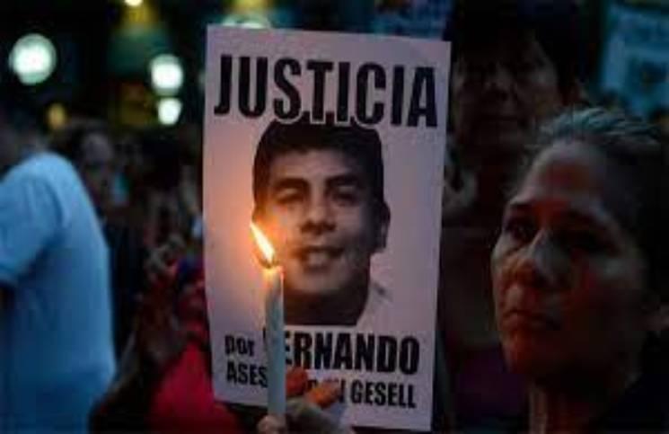 Imagen de familiares pidiendo justicia por Fernando Báez Sosa.