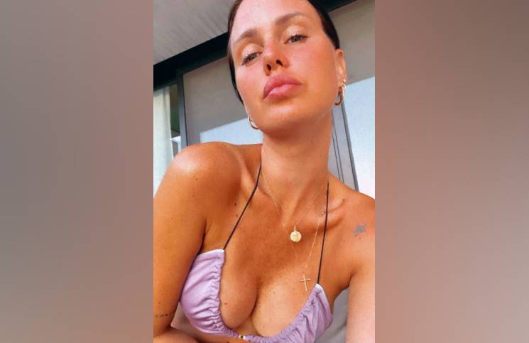 Al natural y con la bikini al revés, Natalie Weber le hizo frente al calor (y le ganó)