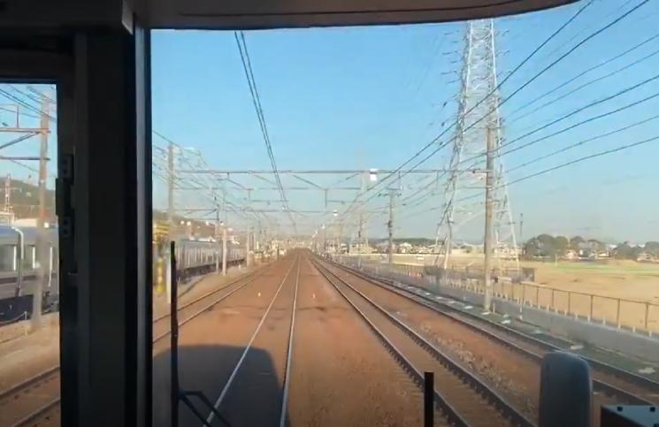 El tren que cambia de velocidad: la nueva ilusión óptica que está enloqueciendo a todos
