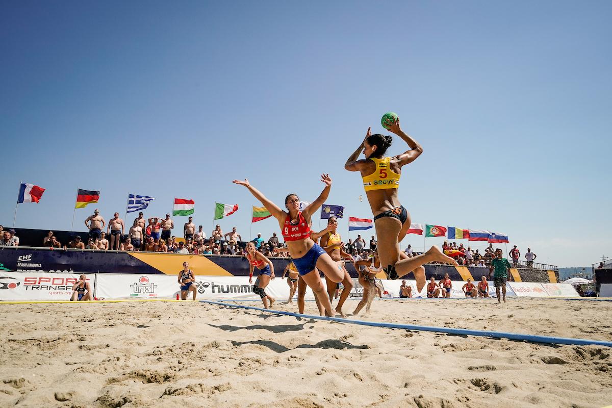 Equipo noruego de balonmano playa femenil se niega a usar bikini para jugar