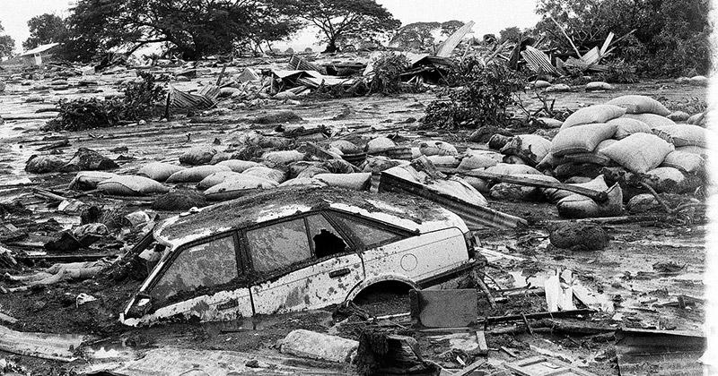 Fotografía de la destrucción tras la tragedia de Armero