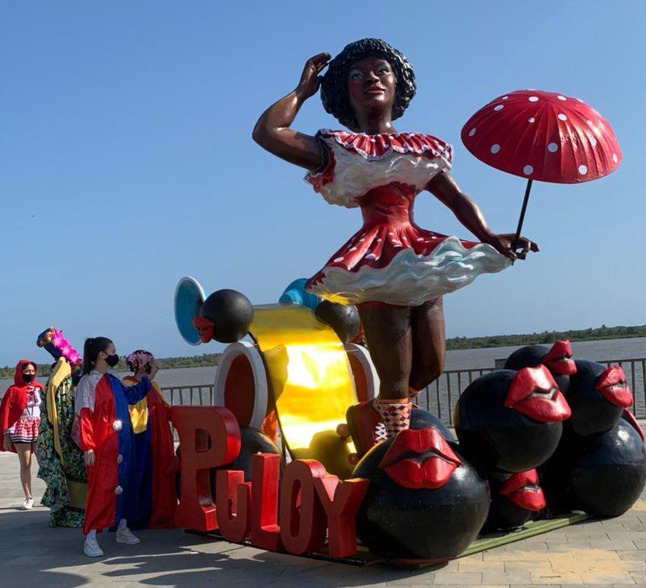 Una de las obras de la exposición en el Malecón de Barranquilla.