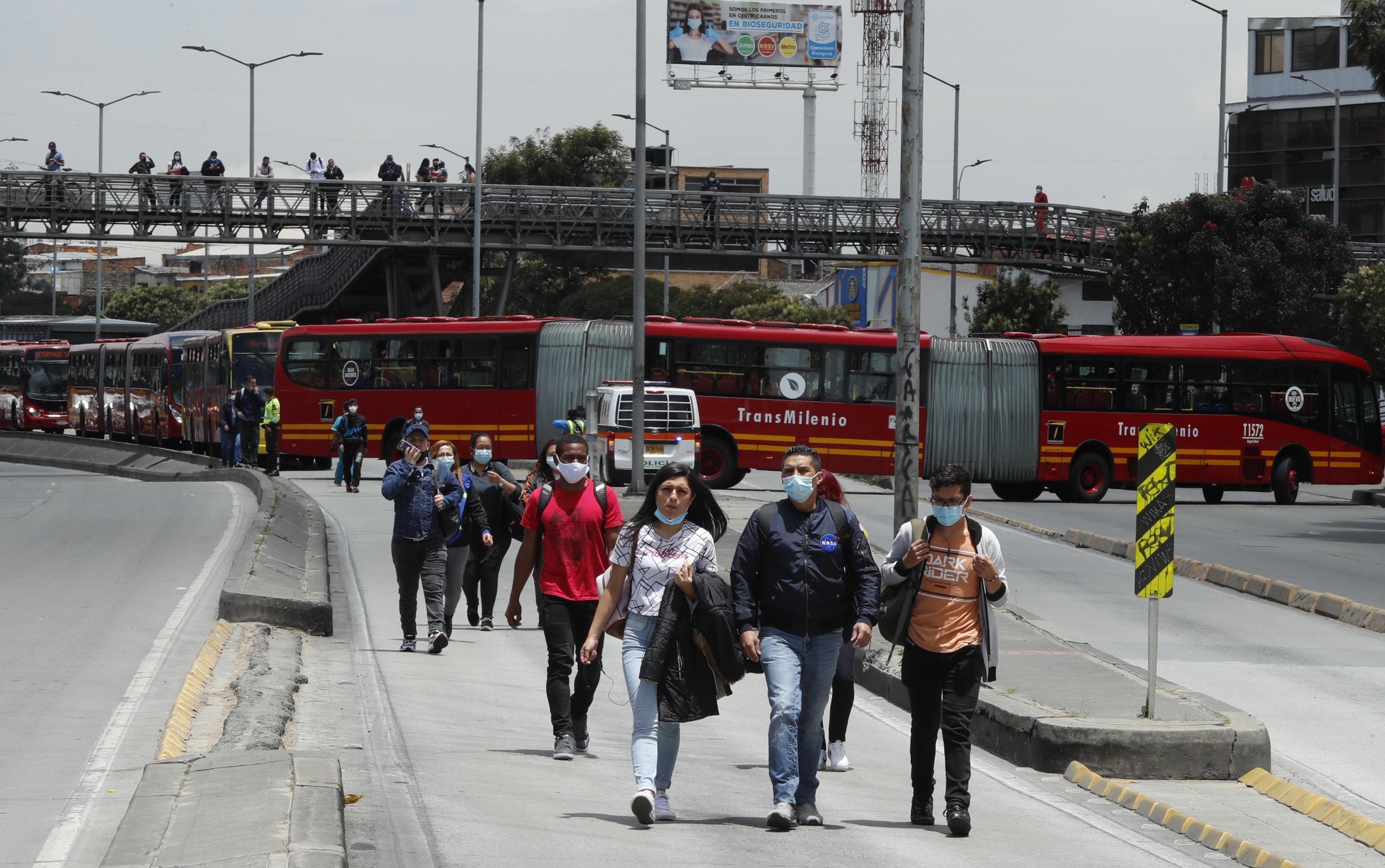 TransMilenio registró bloqueos y cierres de estaciones por marchas de comerciantes en Bogotá