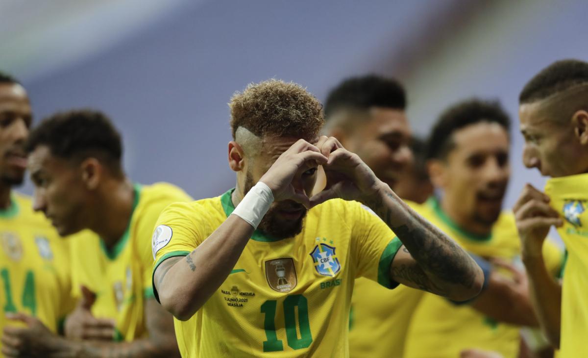 ¡Todo un crack! El emotivo gesto de Neymar con hincha colombiano en la concentración de Brasil