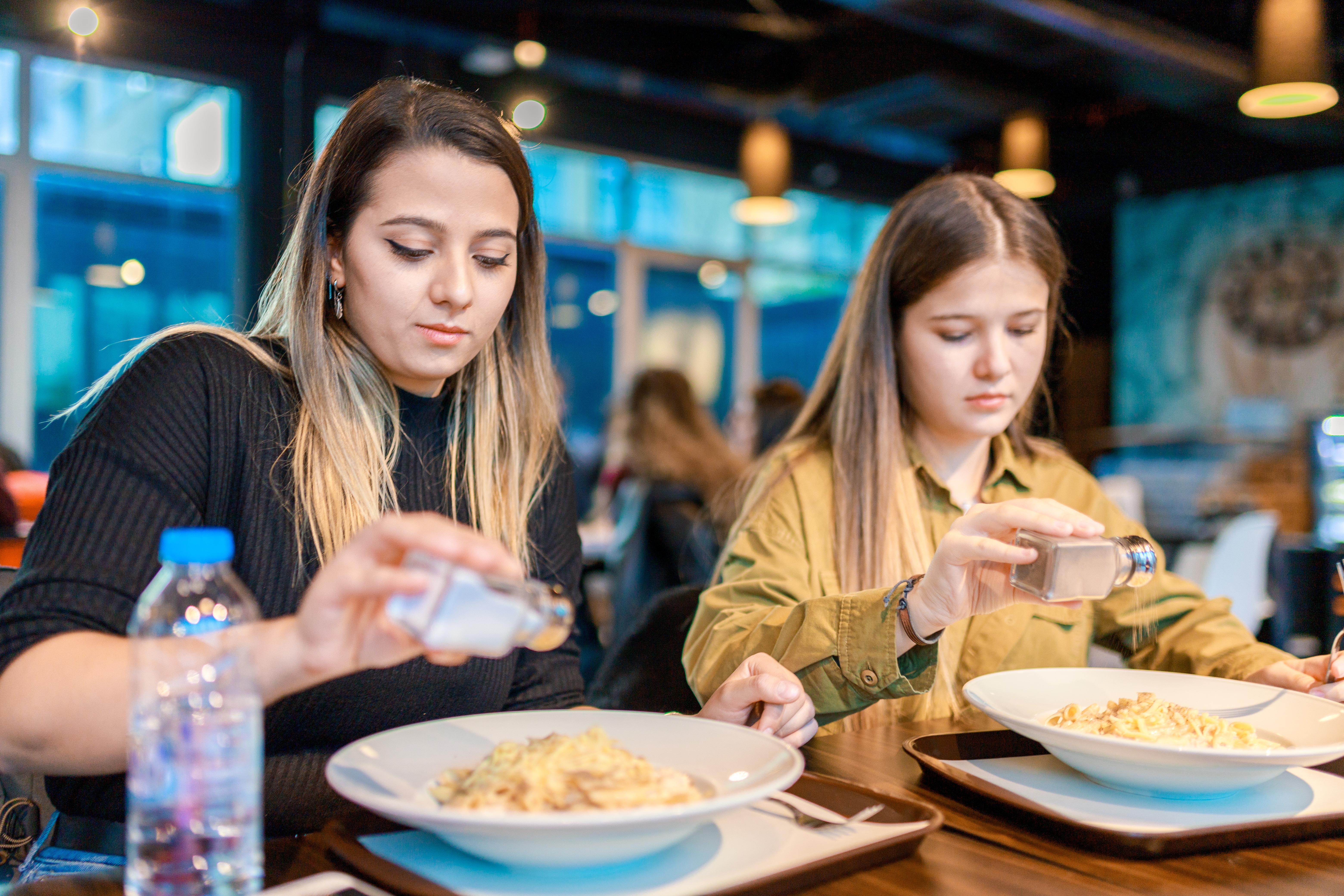 Estos dos ingredientes, infaltables en la dieta en todo el mundo, presentan índices elevados de consumo que derivan en graves patologías.